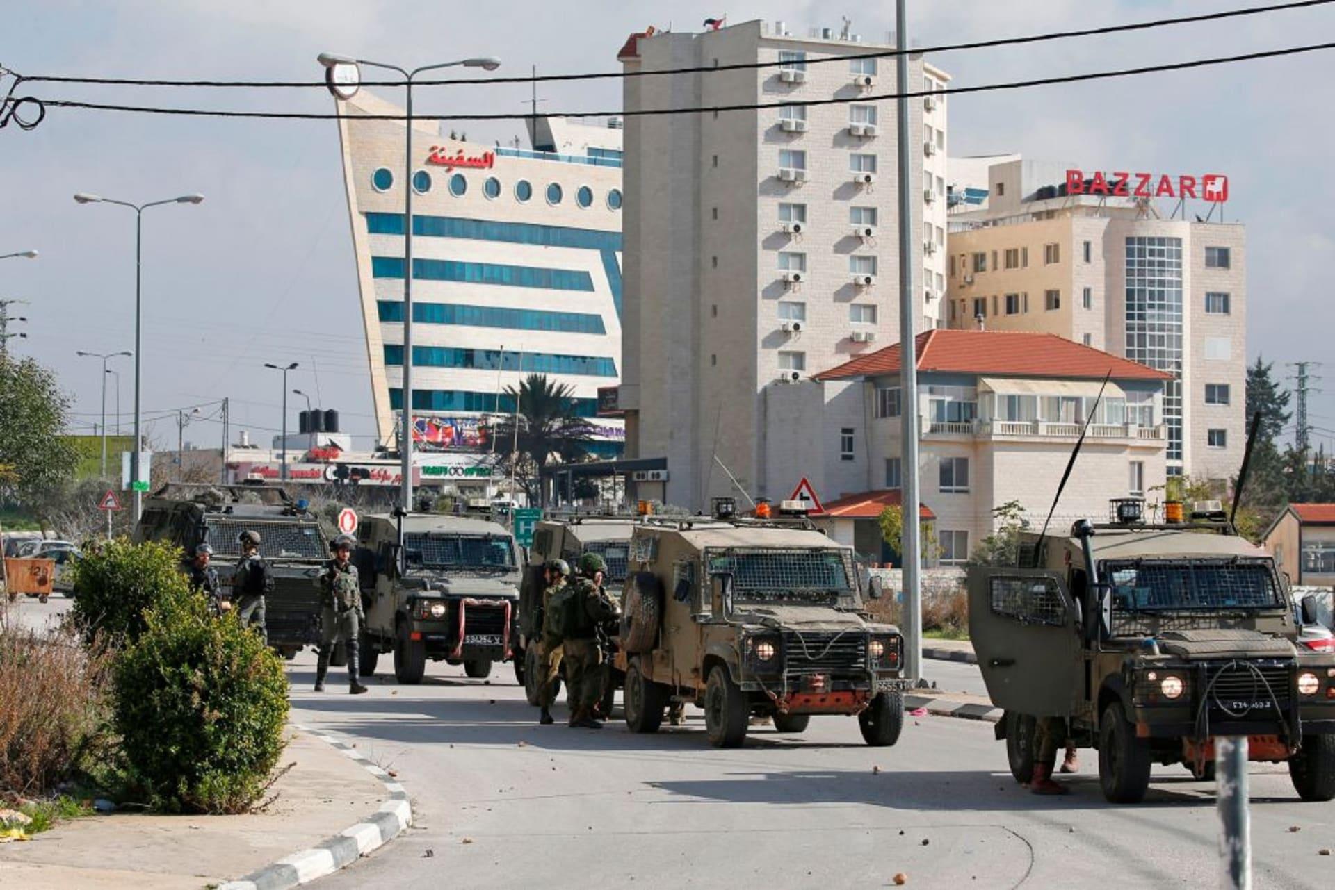 """مسؤولون فلسطينيون يدينون """"اقتحام"""" إسرائيل وكالة الأنباء الرسمية"""