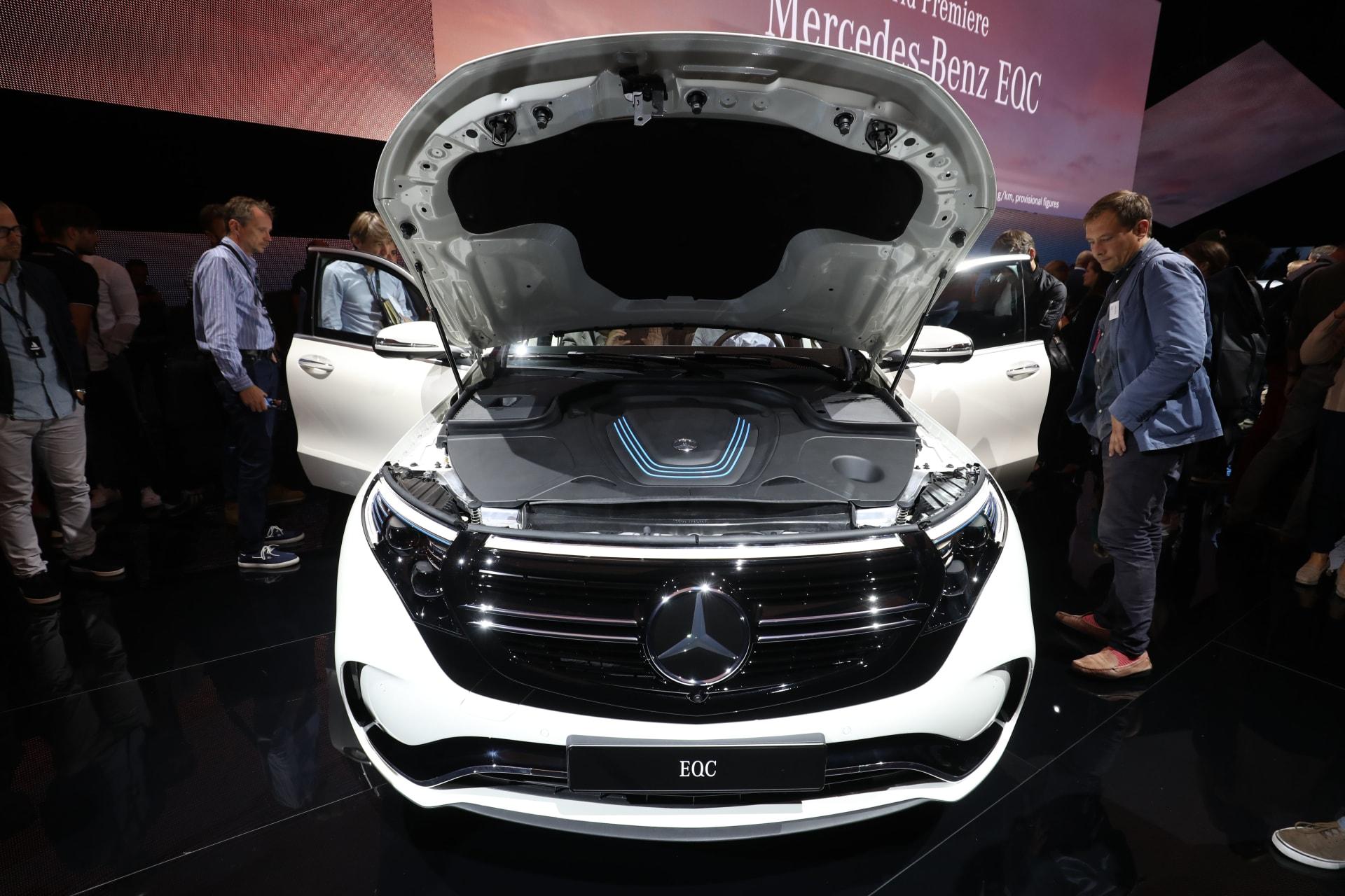 مرسيدس بنز تنفق 23 مليار دولار على بطاريات السيارات الكهربائية