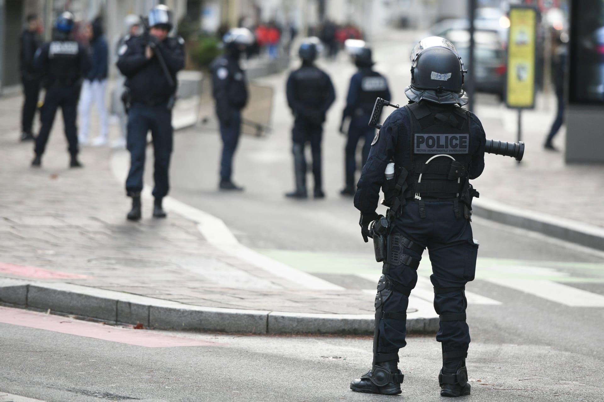 الإطفاء الفرنسية: قتيل وجرحى في ستراسبورغ.. والداخلية تطالب المواطنين بالتزام المنازل