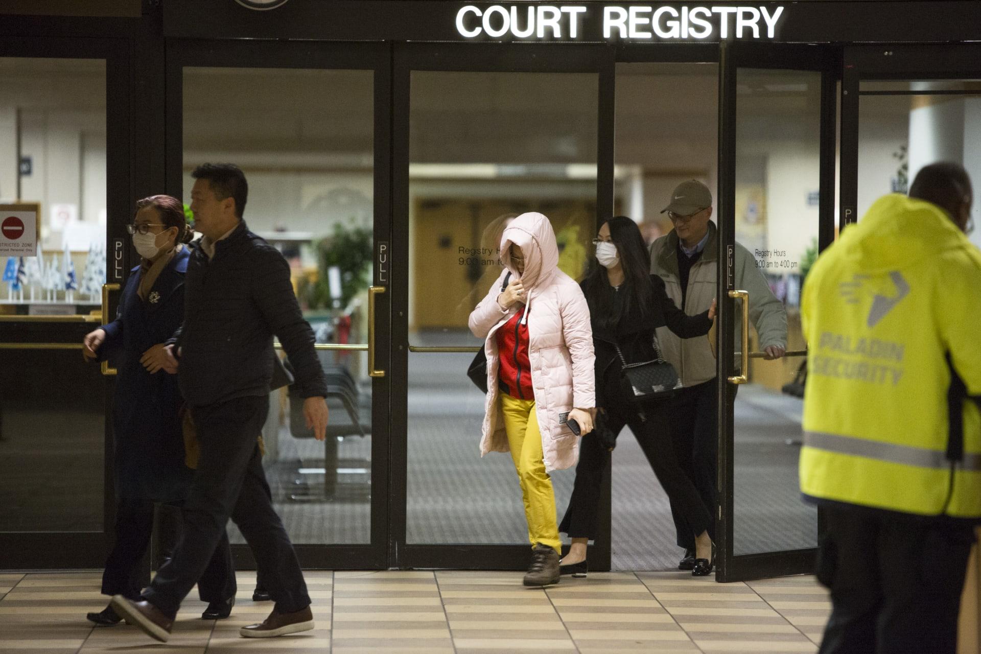 """كندا تطلق سراح مسؤولة """"هواوي"""" بكفالة.. فما شروط الإفراج؟"""