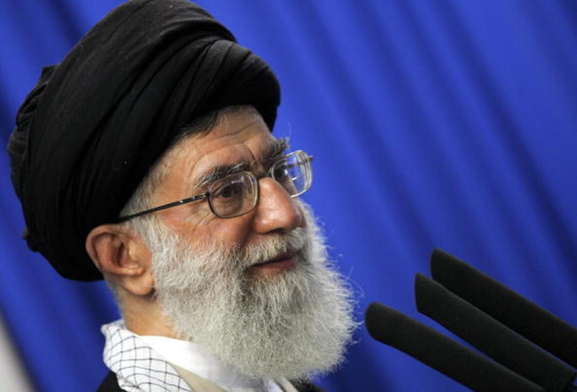 مرشد إيران ينتقد أمريكا لدعم السعودية في حرب اليمن