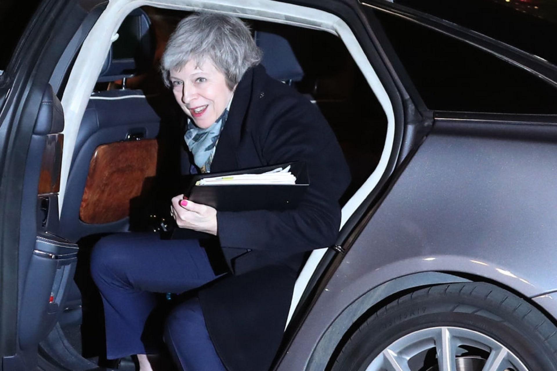 تيريزا ماي تنجو من اقتراع سحب الثقة في بريطانيا
