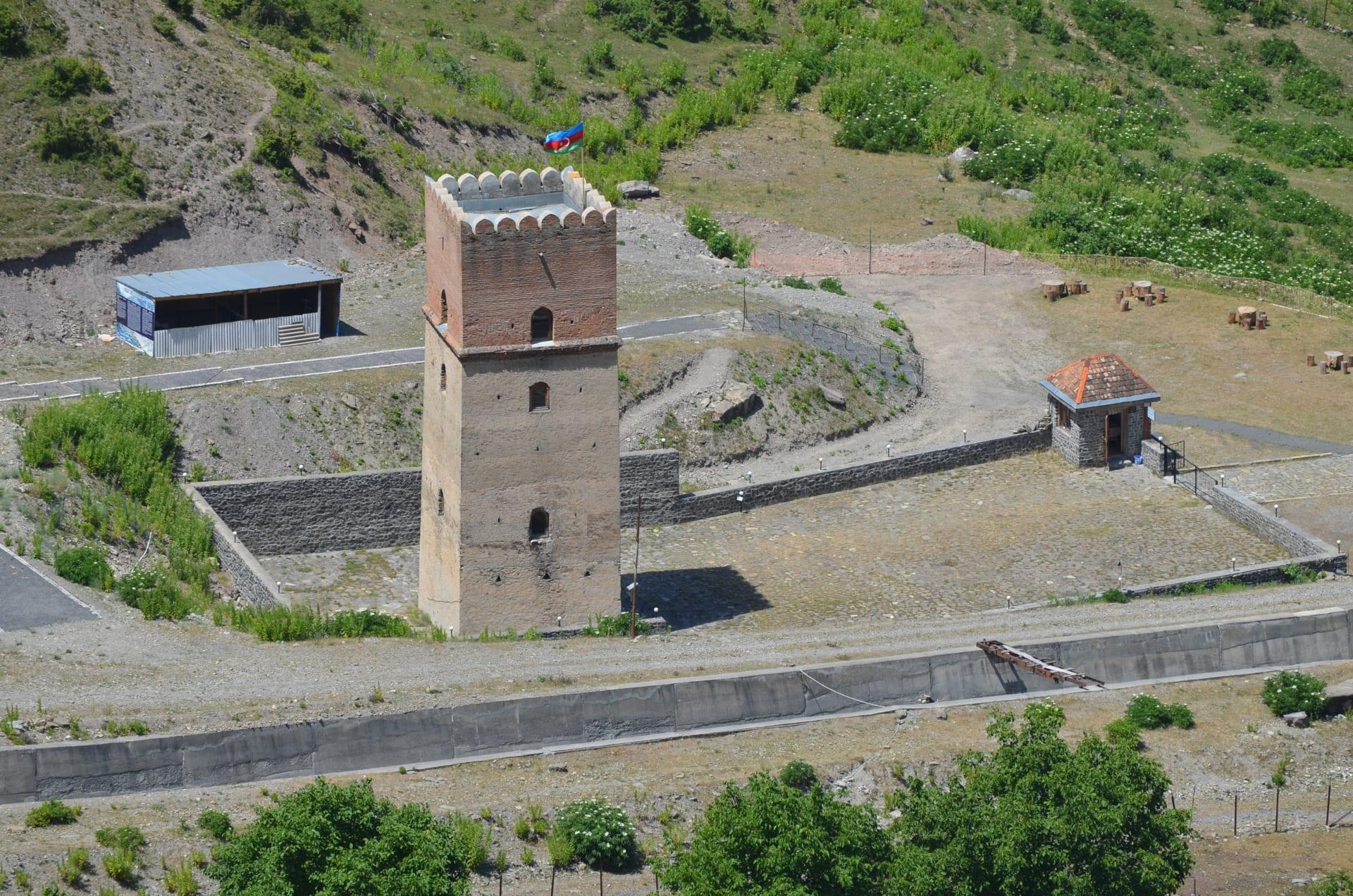 في هذه القلعة بأذربيجان.. كان الخان يعدم عشيقاته غير المخلصات
