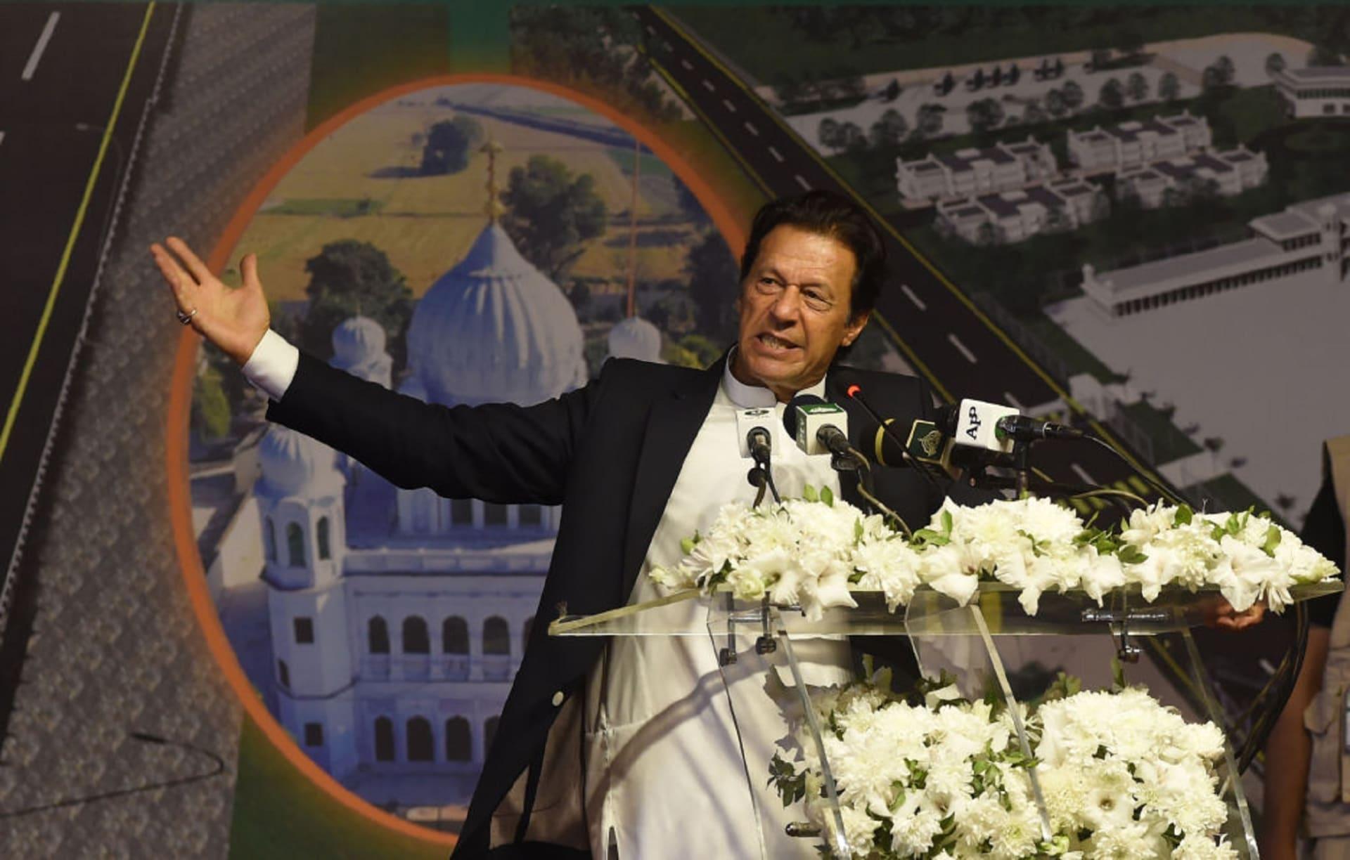 """آخر تطورات """"محادثات طالبان"""" في الإمارات.. خان يعلق والحركة تتحدث"""