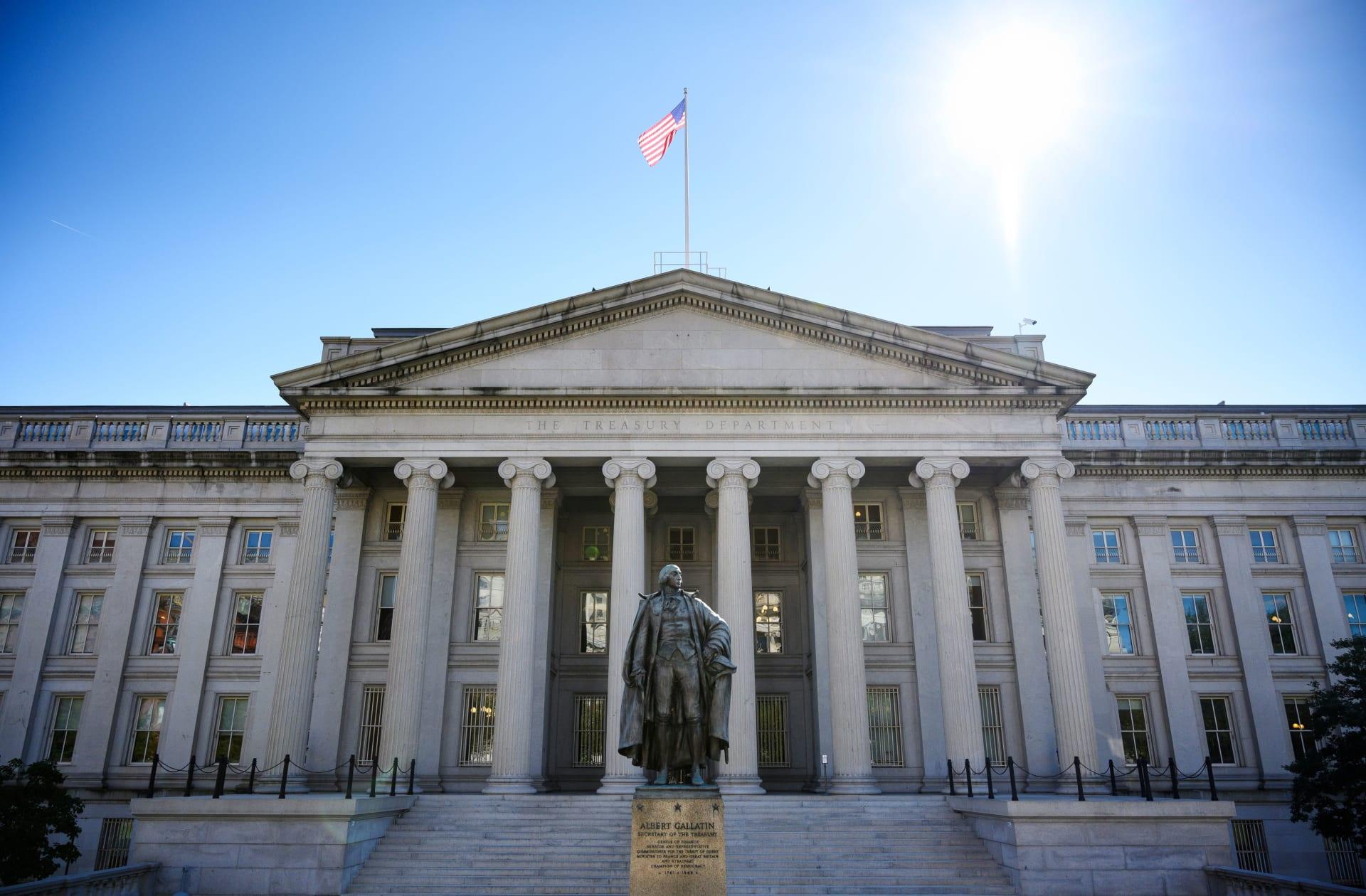 """""""الخزانة"""" الأمريكية تخطط لرفع العقوبات عن شركتين روسيتين"""