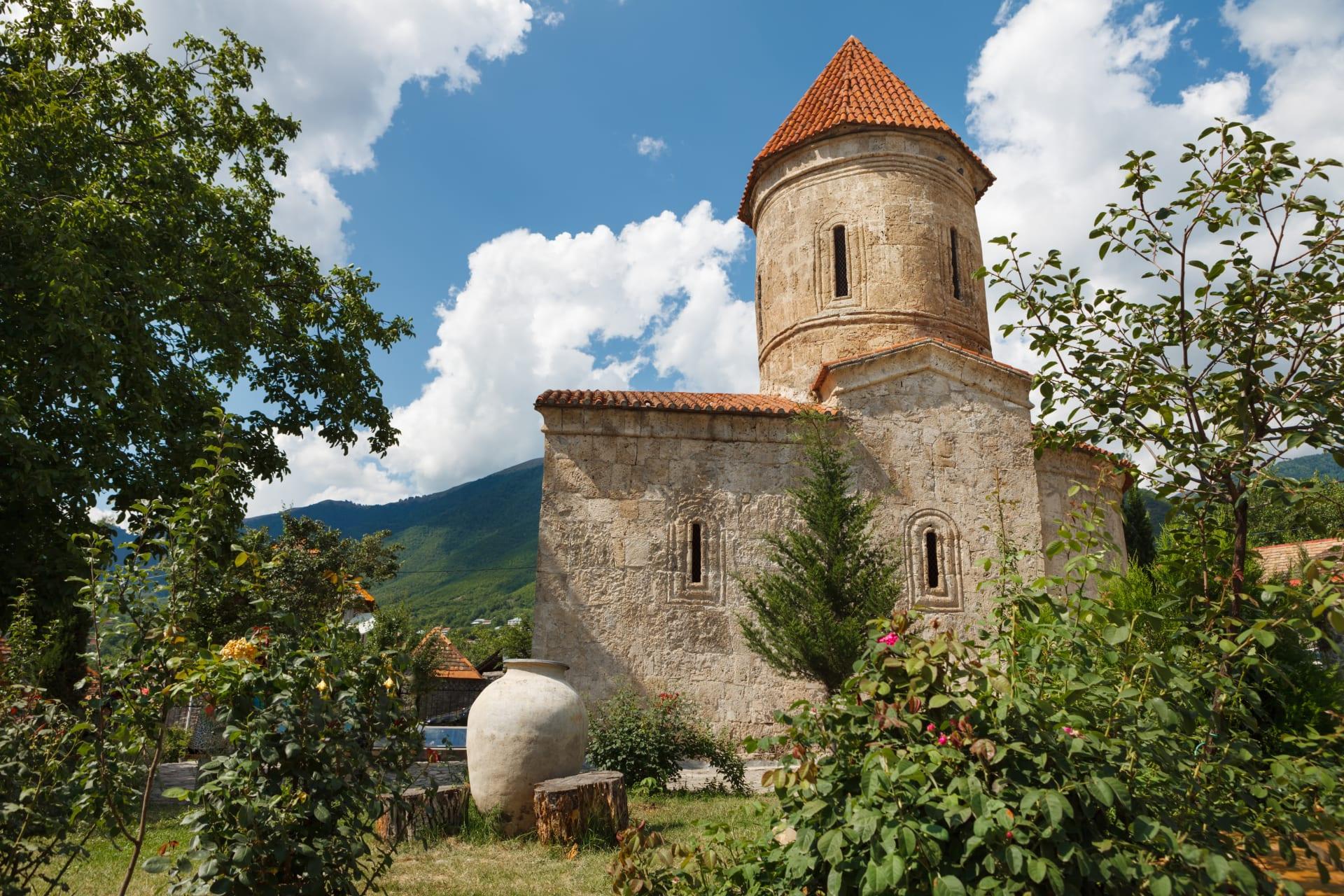 """منها هياكل عظمية وصخرة """"سحرية"""".. ما الذي ستجده بأقدم كنيسة في القوقاز؟"""