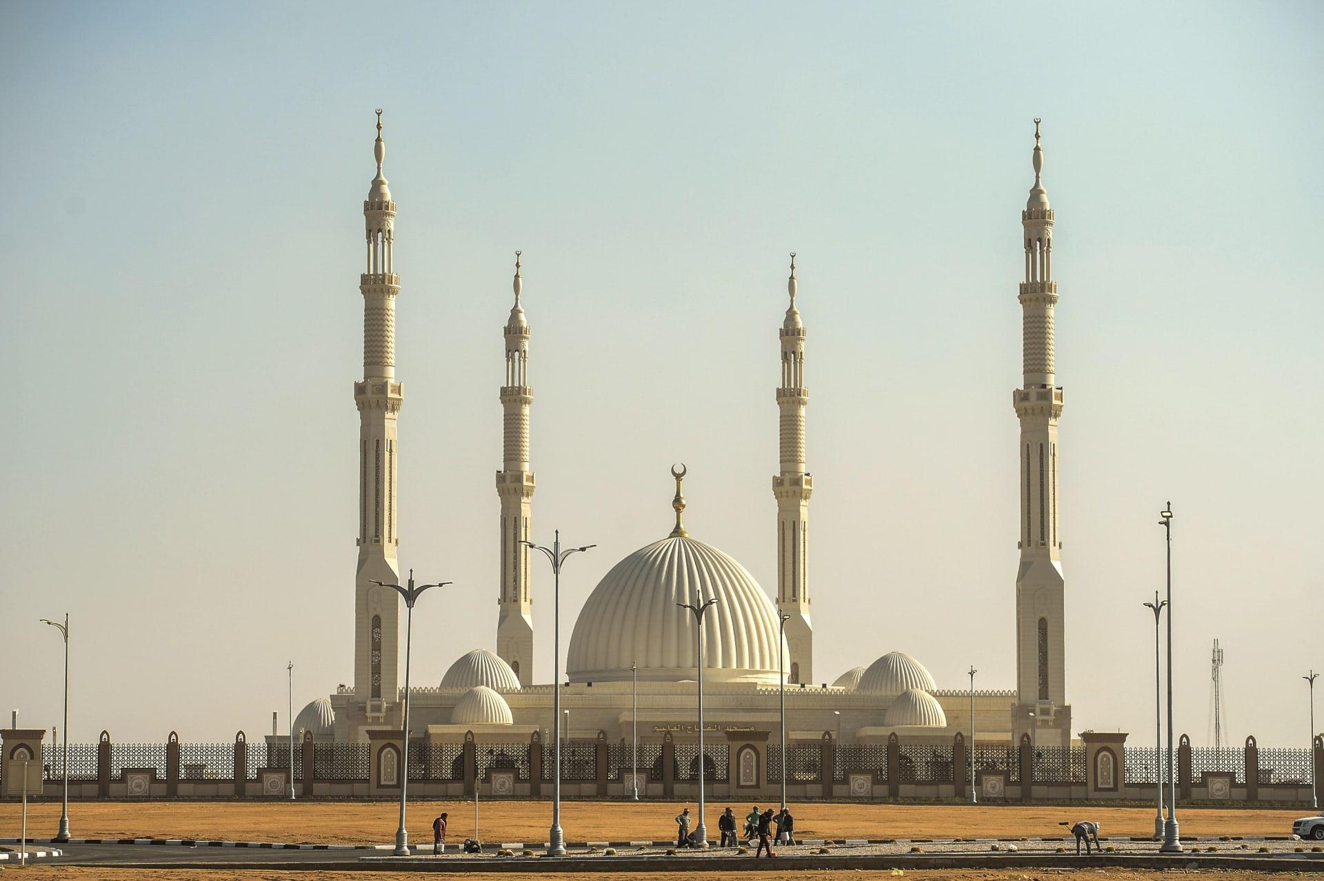 """البابا تواضروس في مسجد """"الفتاح العليم"""": المآذن تعانق منارات الكاتدرائية"""