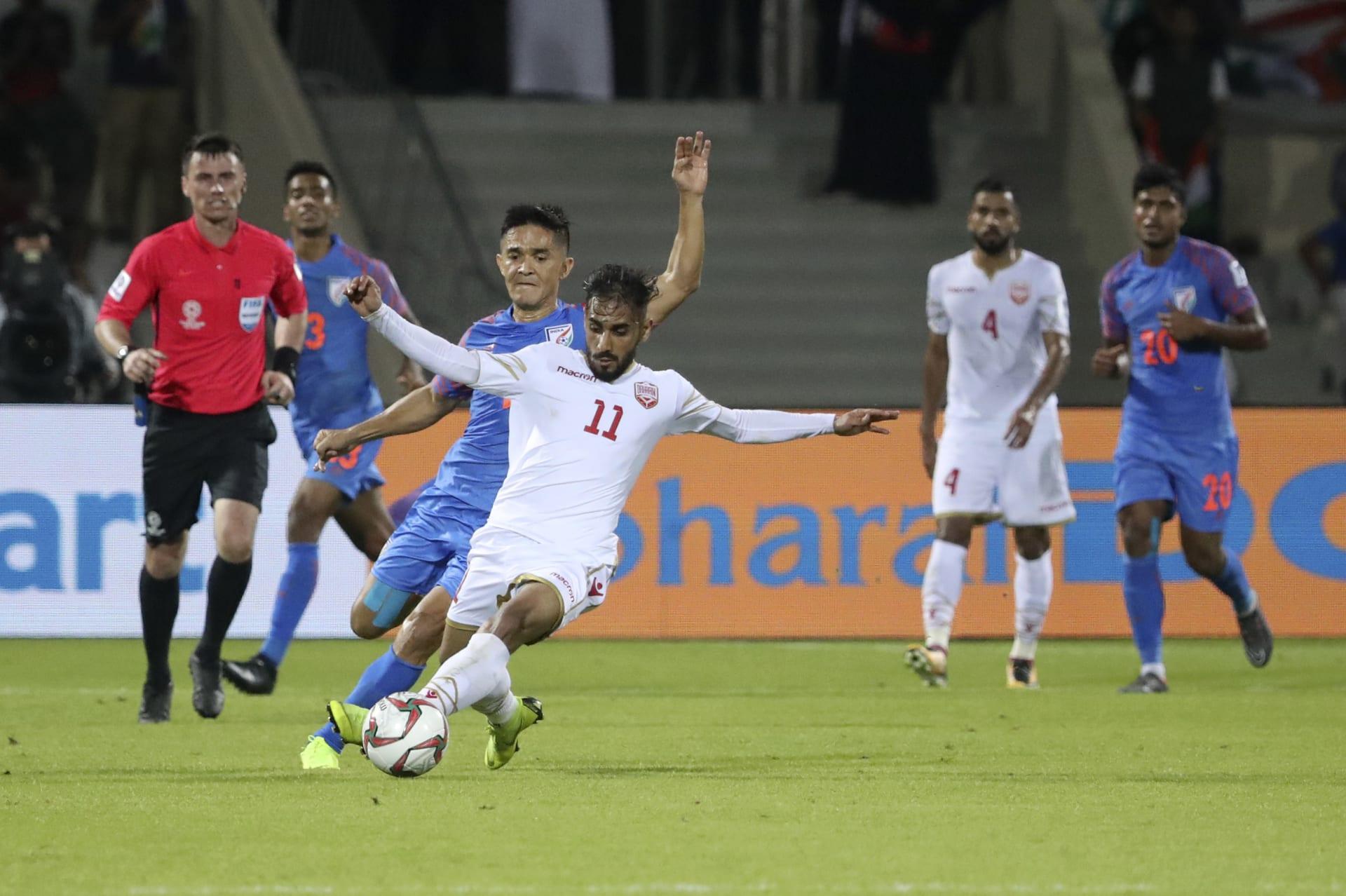 """البحرين تخطف تعادلا """"قاتلا"""" من الهند وتقصيها من كأس آسيا"""