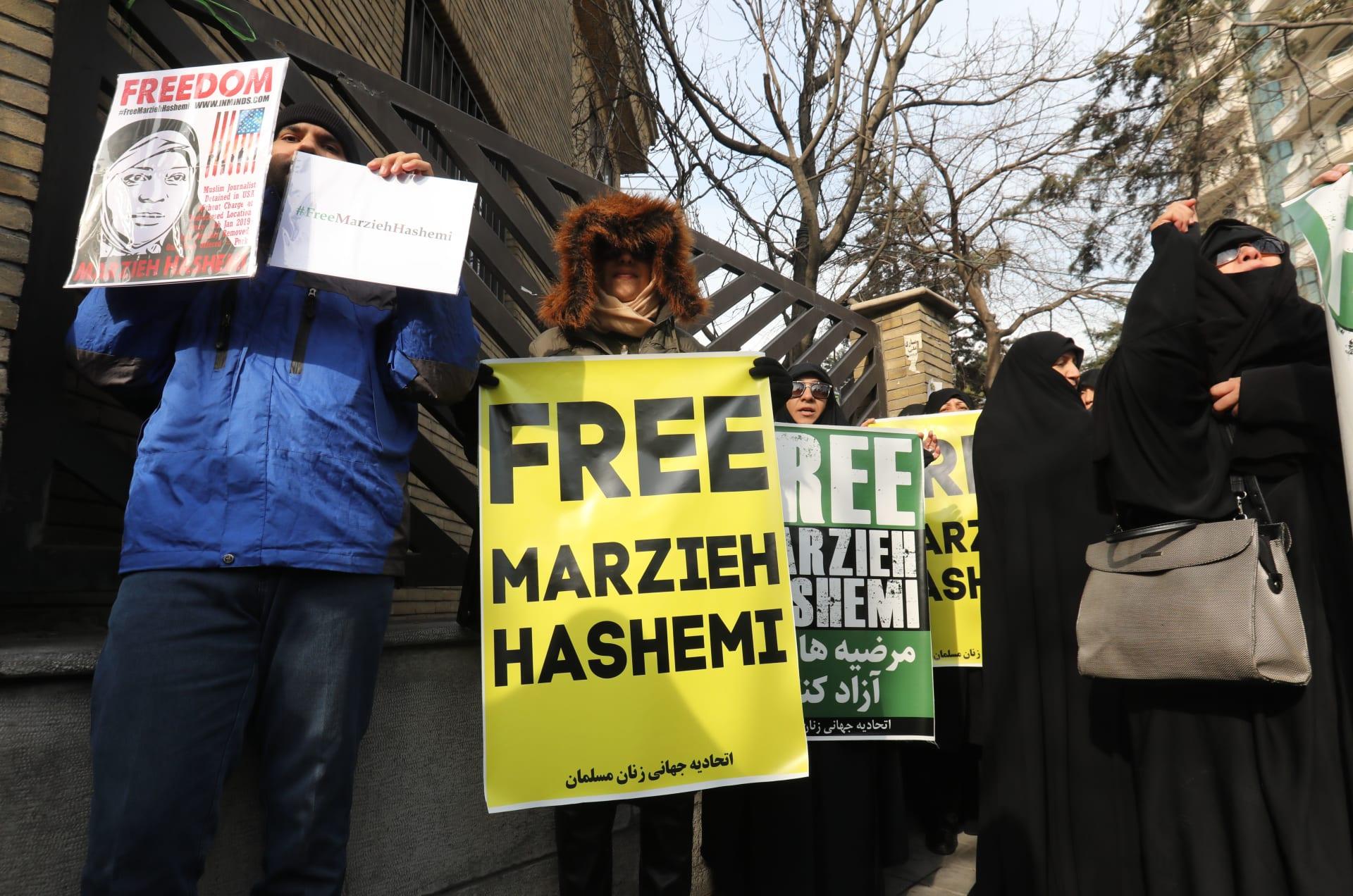 مظاهرات في طهران بسبب اعتقال أمريكا لإعلامية في قناة إيرانية