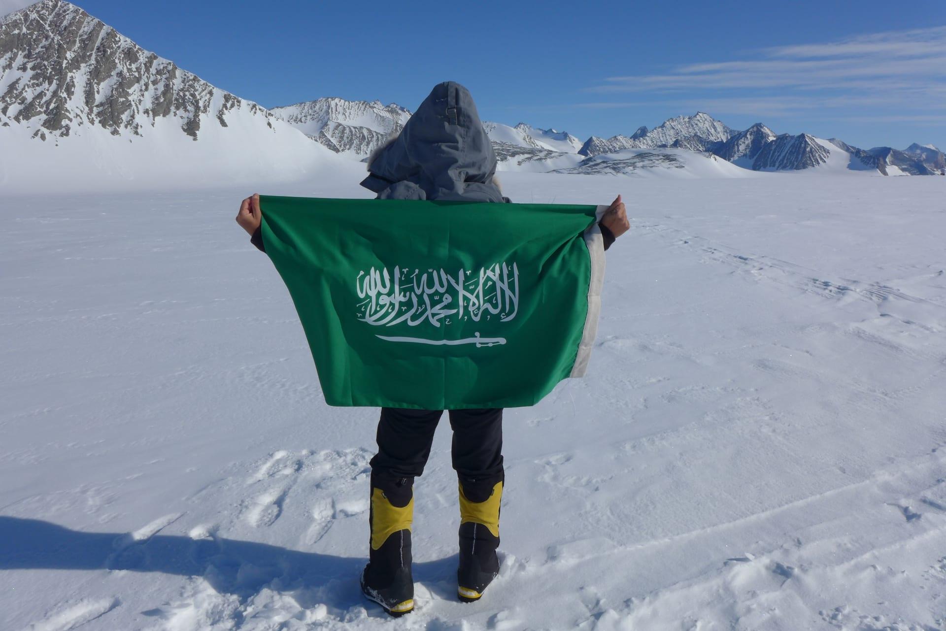 بدأ شغفها للجبال عبر بريد إلكتروني.. قابل السعودية التي تتسلق أسقف العالم