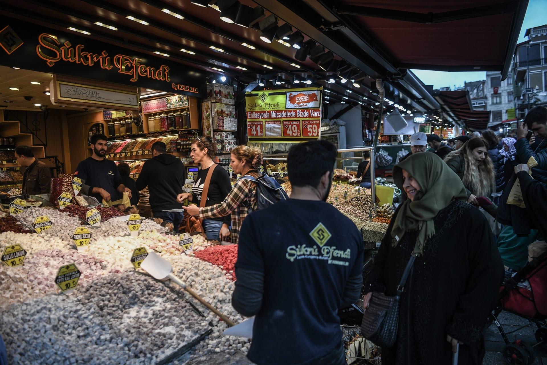 مؤشر ثقة المستهلك التركي تهبط قرب أدنى مستوى في 10 سنوات