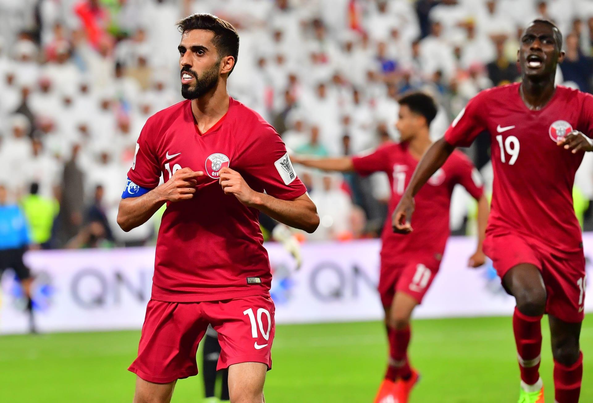 """مشاهد من """"قلب الحدث"""" في مباراة الإمارات وقطر في كأس آسيا"""
