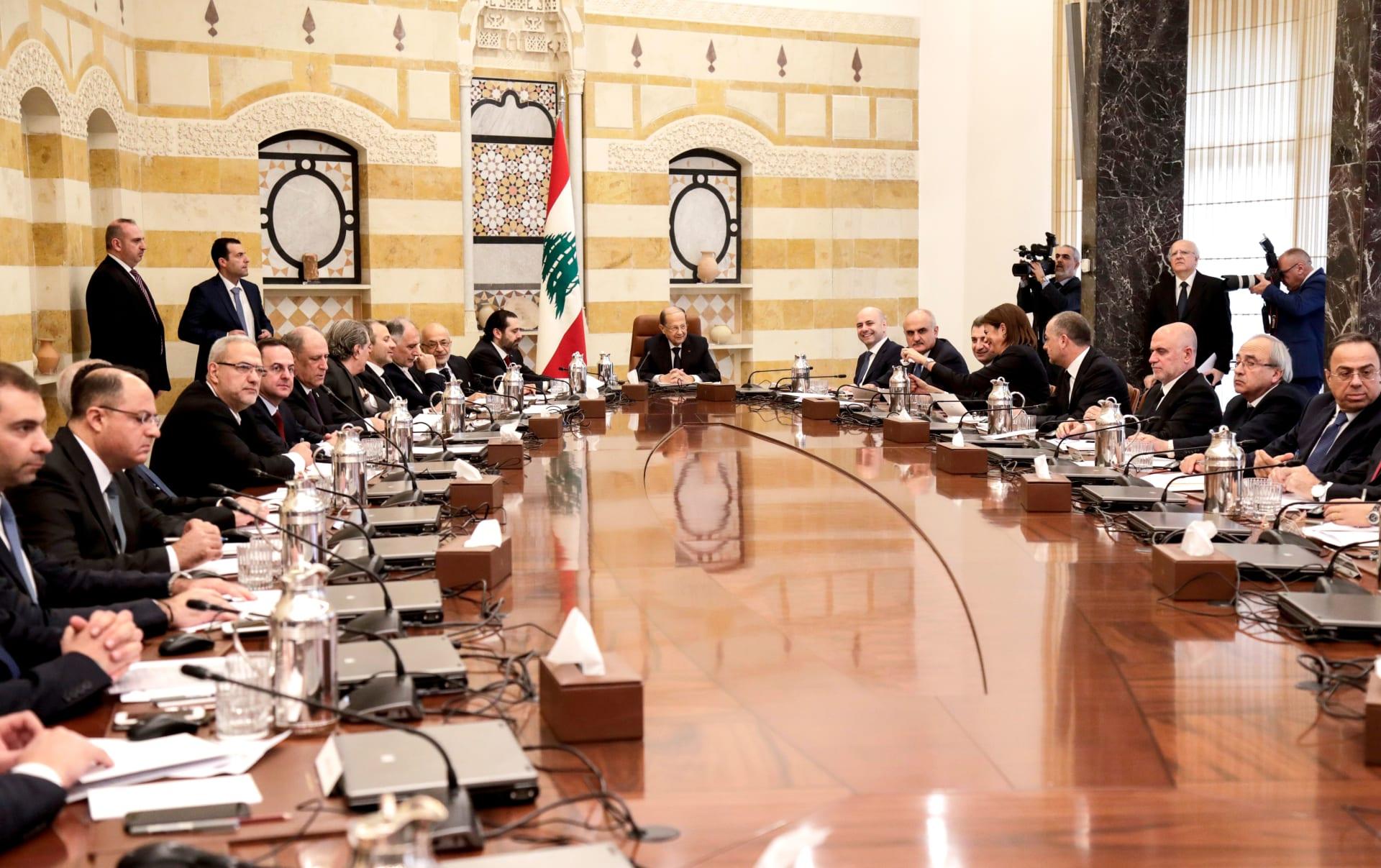 هل تنجح الحكومة في انتشال اقتصاد لبنان المتعثر؟ خبيران يجيبان لـCNN