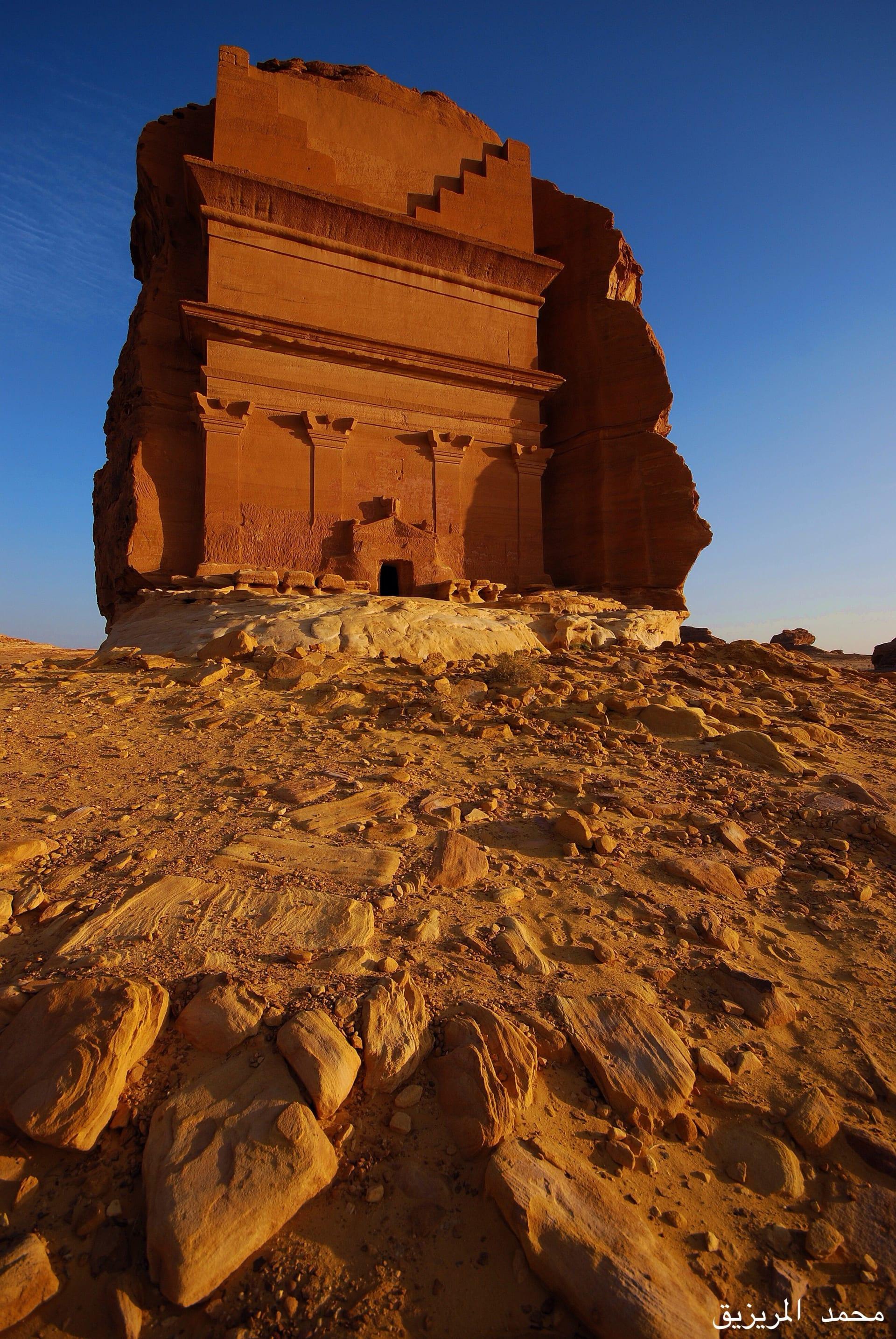من بين زواياها الشاهقة..مصور يستكشف معابد وقصور مدائن صالح السعودية