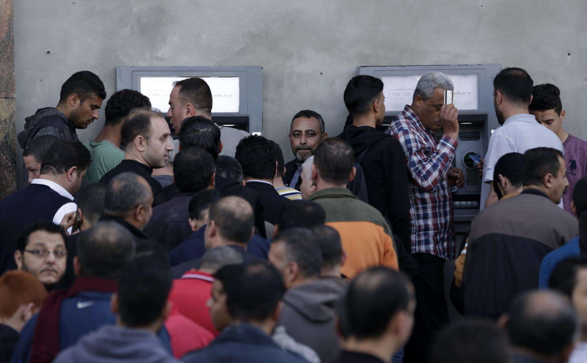 """الحكومة المصرية تحاصر التعامل بـ""""الكاش"""" بهذا الإجراء"""