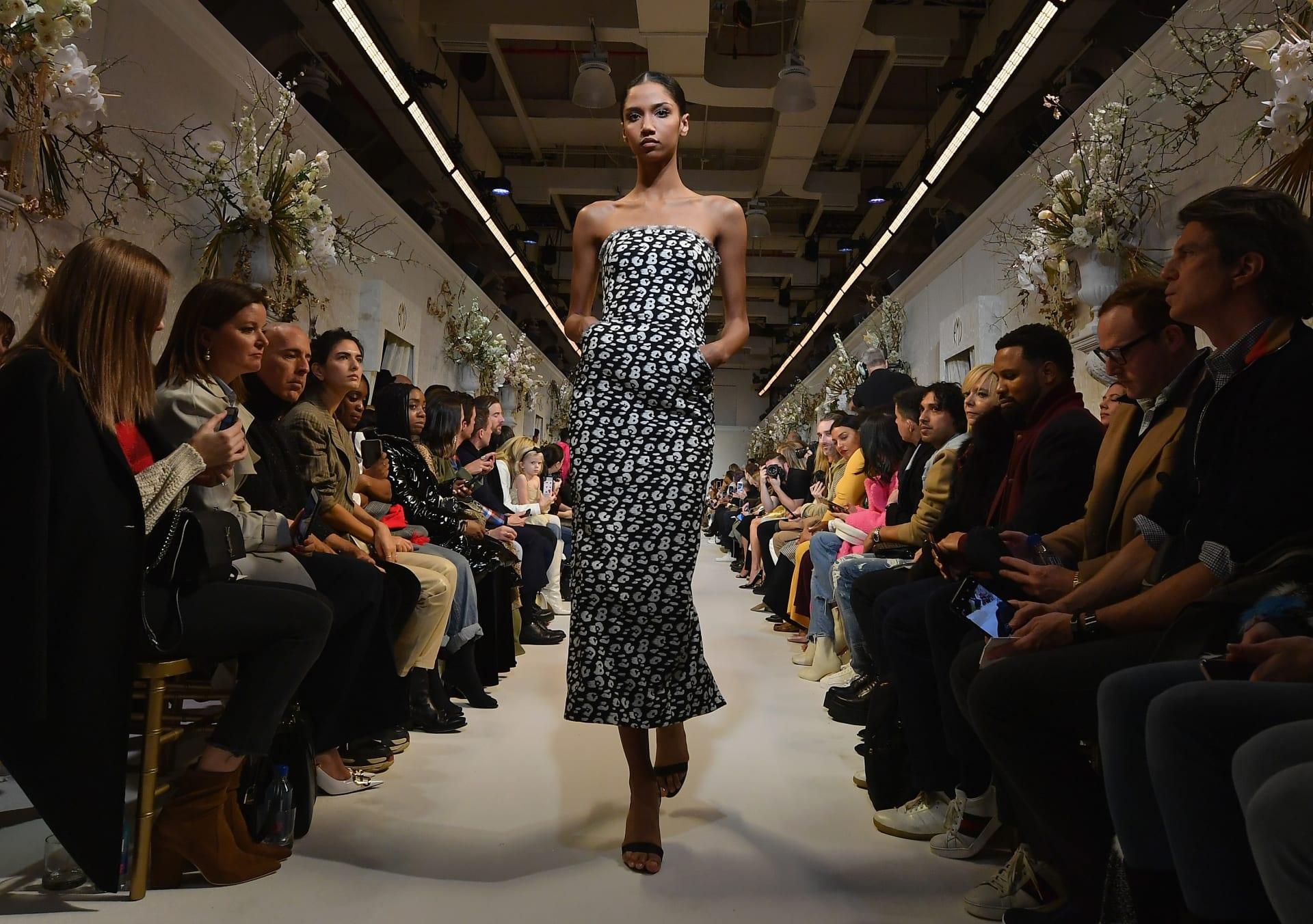 أيهن أجمل برأيك؟ حسناوات عروض الأزياء يجتمعن بأسبوع نيويورك للموضة