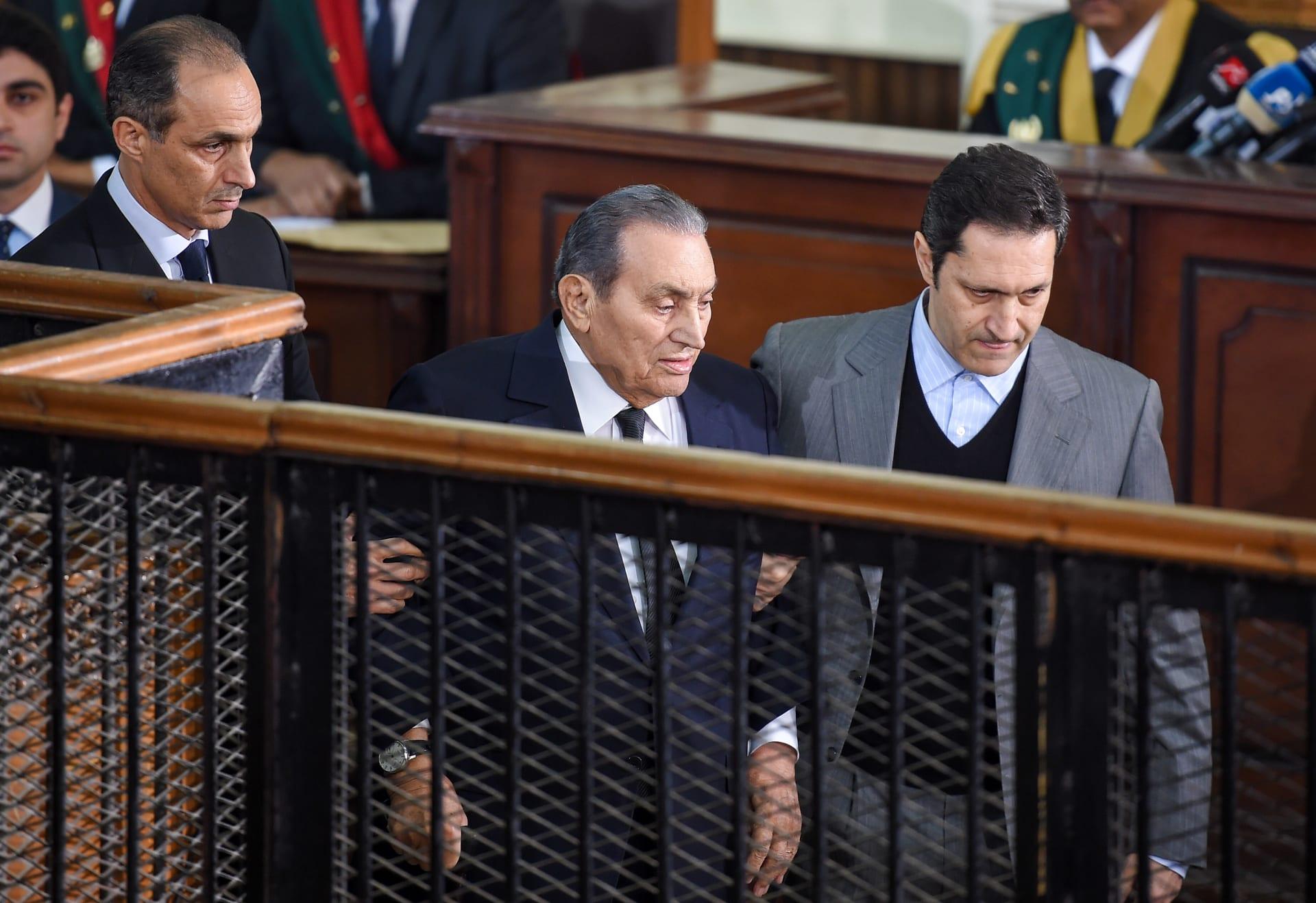 """""""فاصل معايرة"""" بين عمرو أديب وعلاء مبارك في ذكرى تنحي والده"""