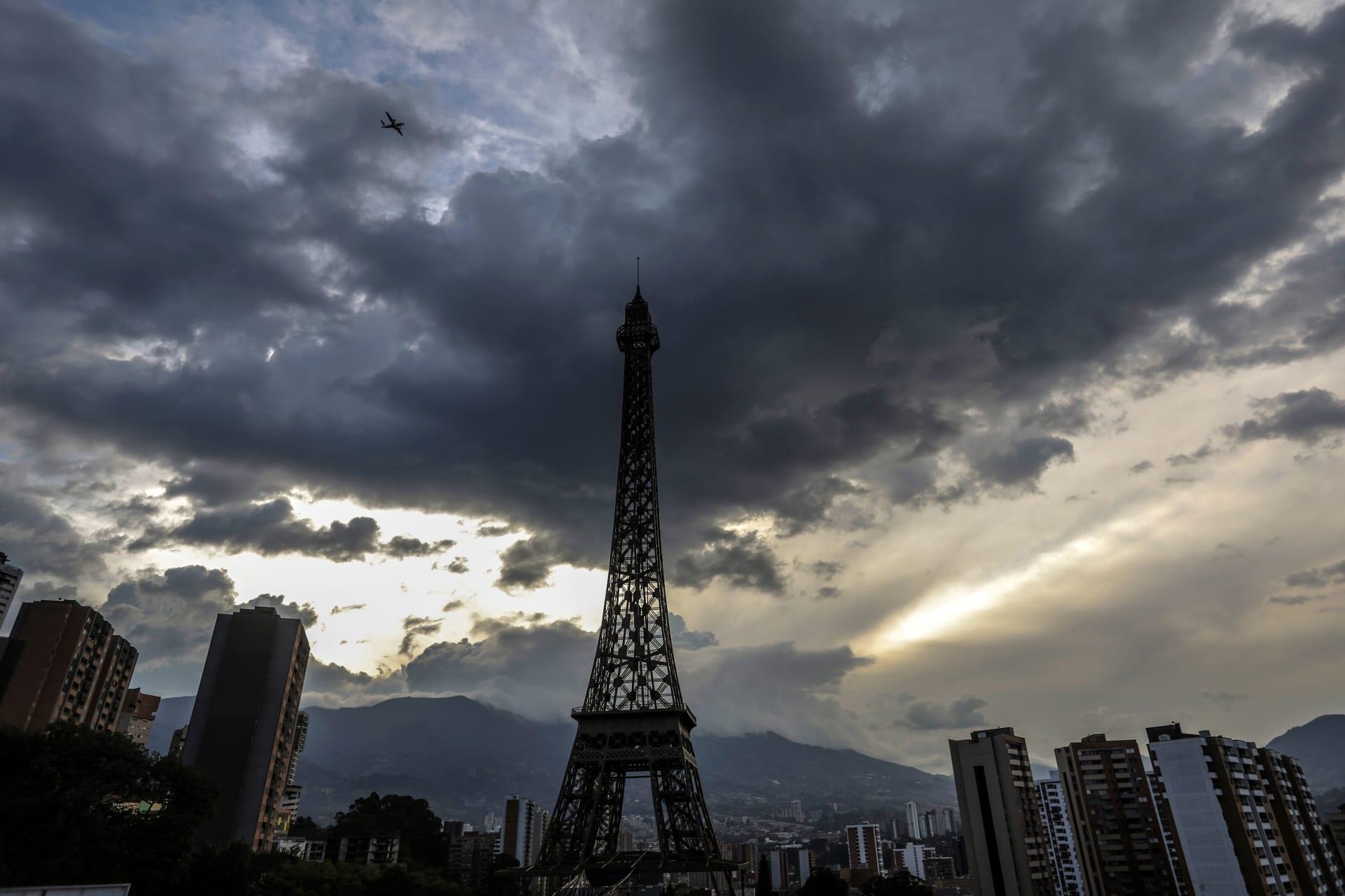 فصل عدد من الصحفيين في فرنسا بسبب التحرش بنساء على الإنترنت