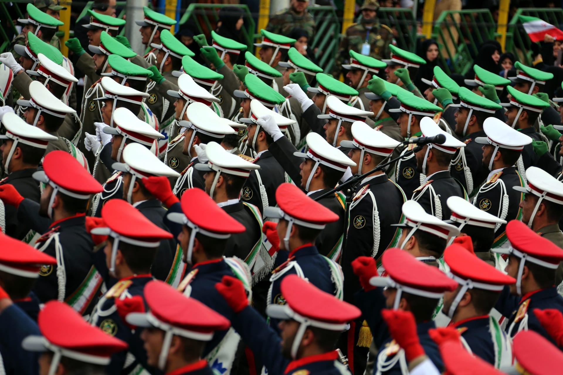 20 قتيلا و20 جريحا في انفجار استهدف حافلة للحرس الثوري الإيراني