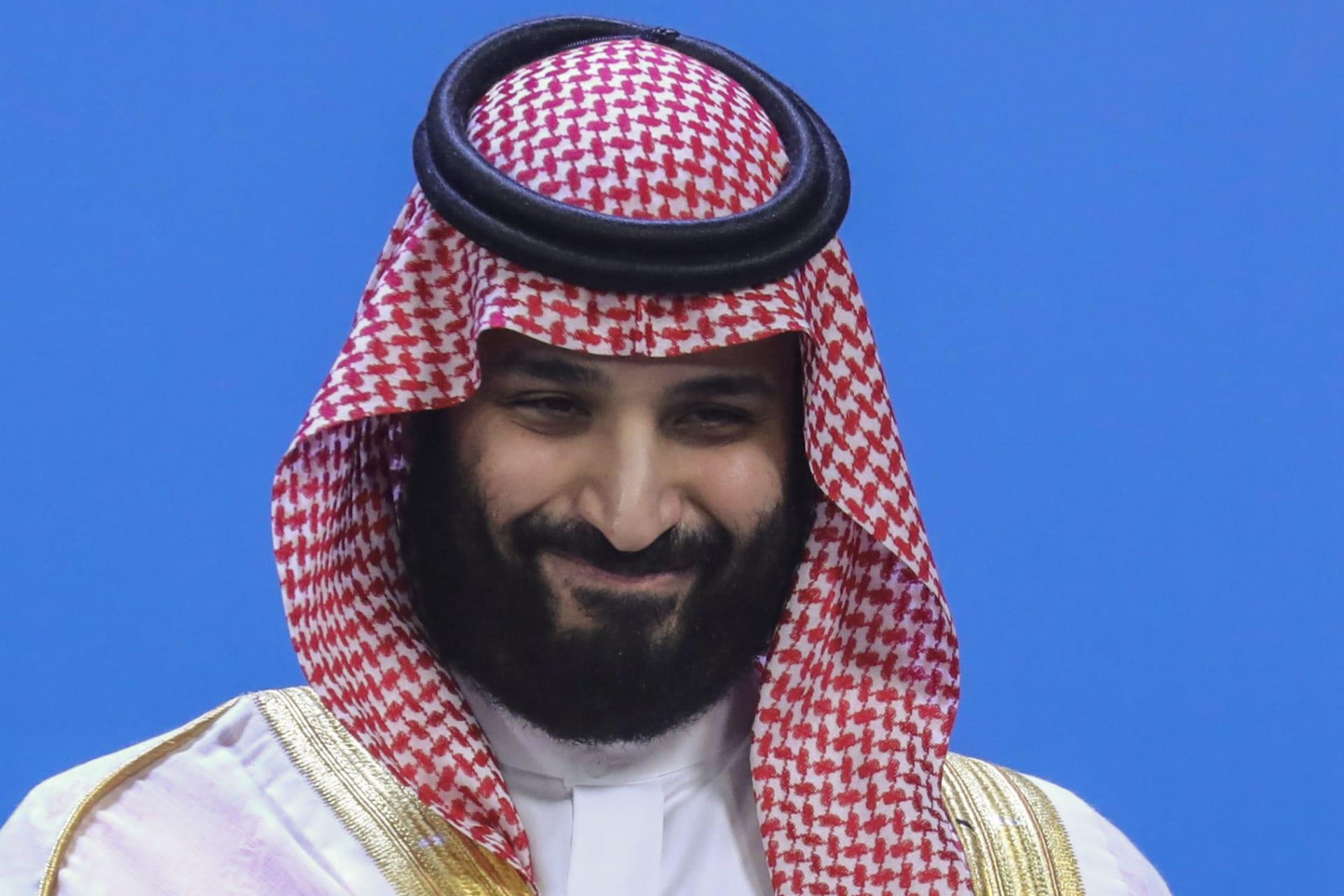 بعد أنباء عن نيته شراء مانشستر يونايتد.. مغردون يطالبون ولي العهد السعودي بالاستثمار في أرسنال