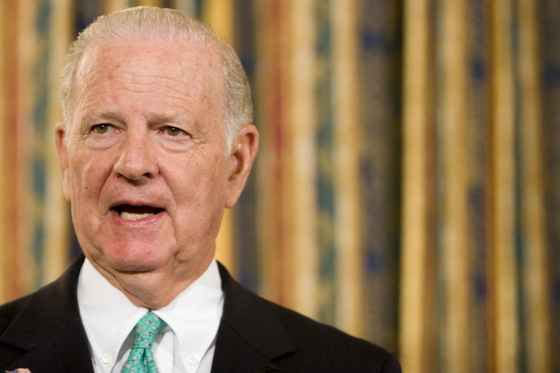 وزير الخارجية الأمريكي الأسبق جيمس بيكر ينفي تصريحات منسوبة له عن قطر