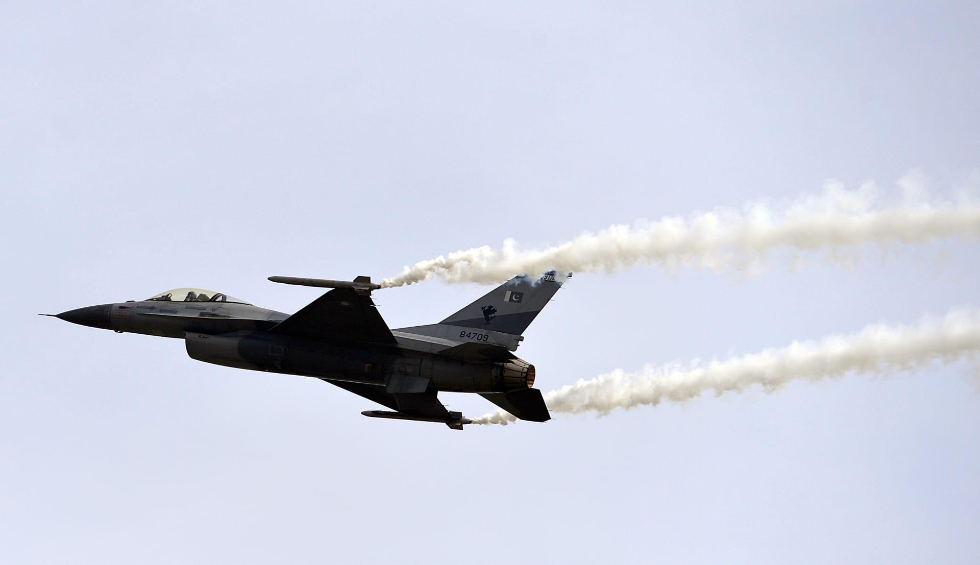 حكومة باكستان: الجيش يسقط طائرتين هنديتين اخترقتا المجال الجوي