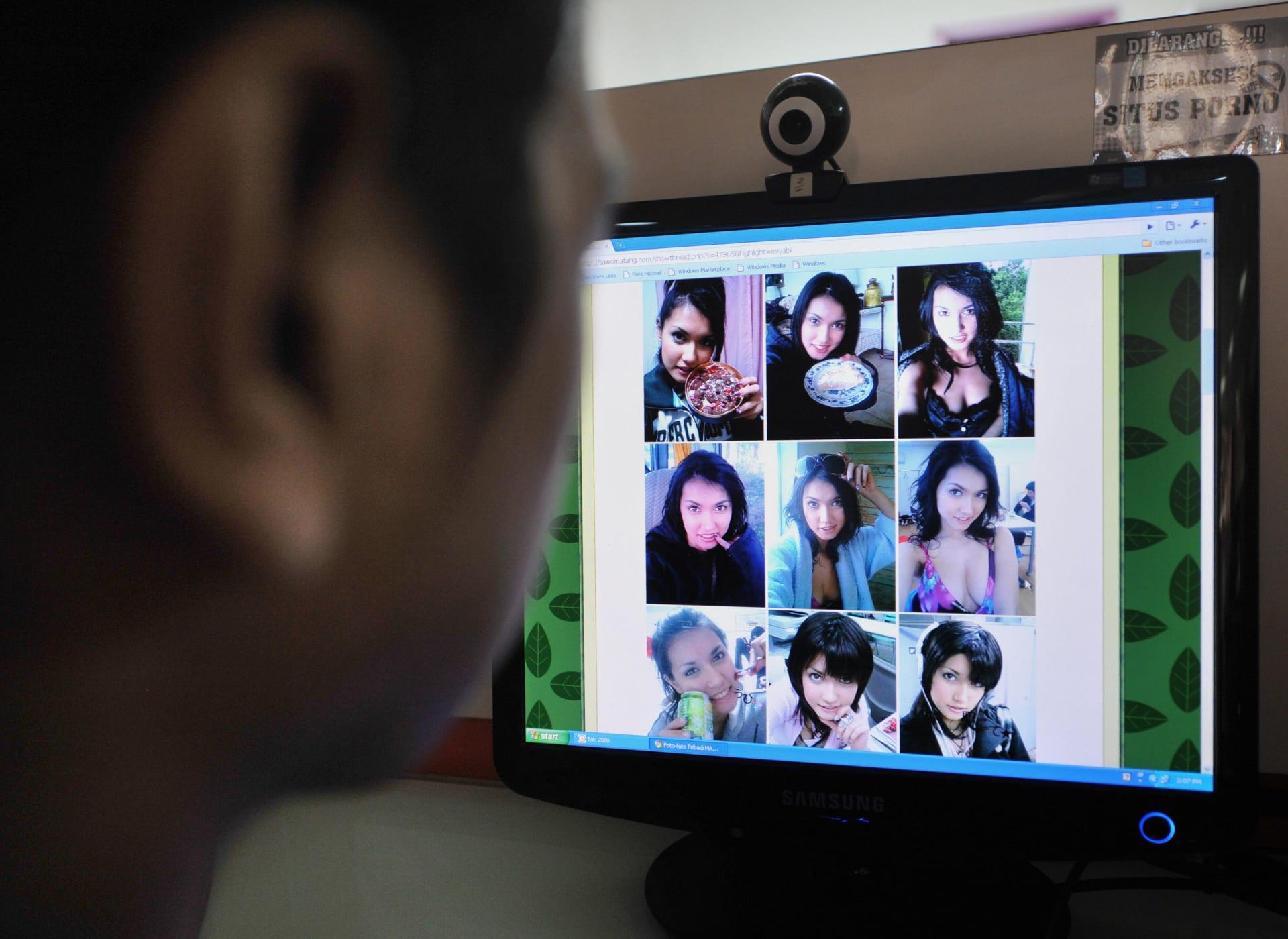 """العقوبة تصل للسجن.. السعودية تحذر من تداول المواد """"الإباحية"""" عبر الإنترنت"""
