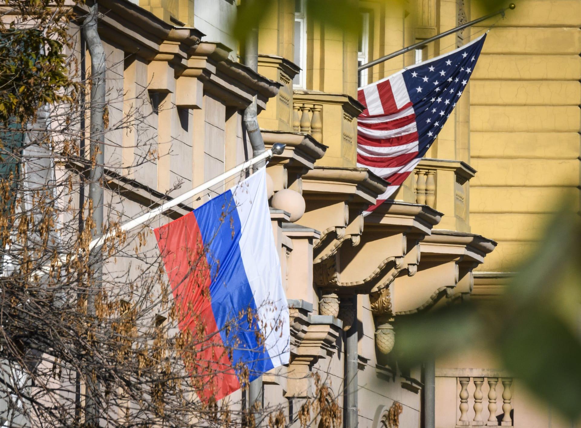 """موسكو تعثر على """"قذيفة"""" بين أمتعة دبلوماسي أمريكي وتطال واشنطن بالتوضيح"""