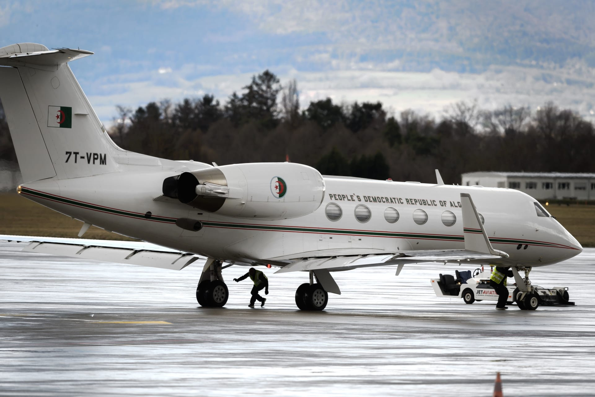 الطائرة الرئاسية الجزائرية تغادر جنيف.. وتوقعات بأن يكون بوتفليقة على متنها