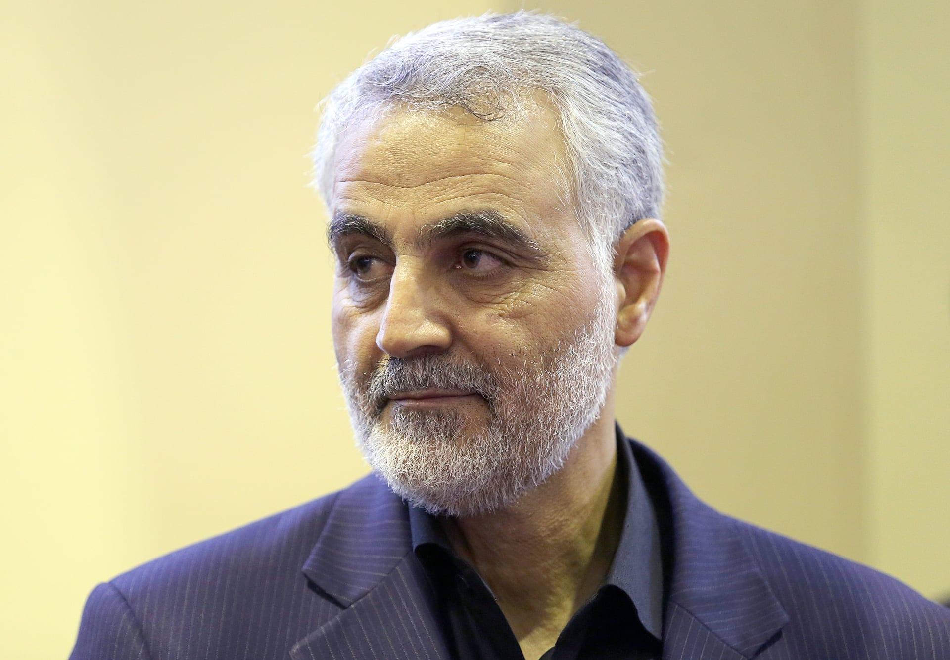 """خامنئي يمنح قاسم سليماني أعلى وسام عسكري.. ويتمنى له """"الشهادة"""""""