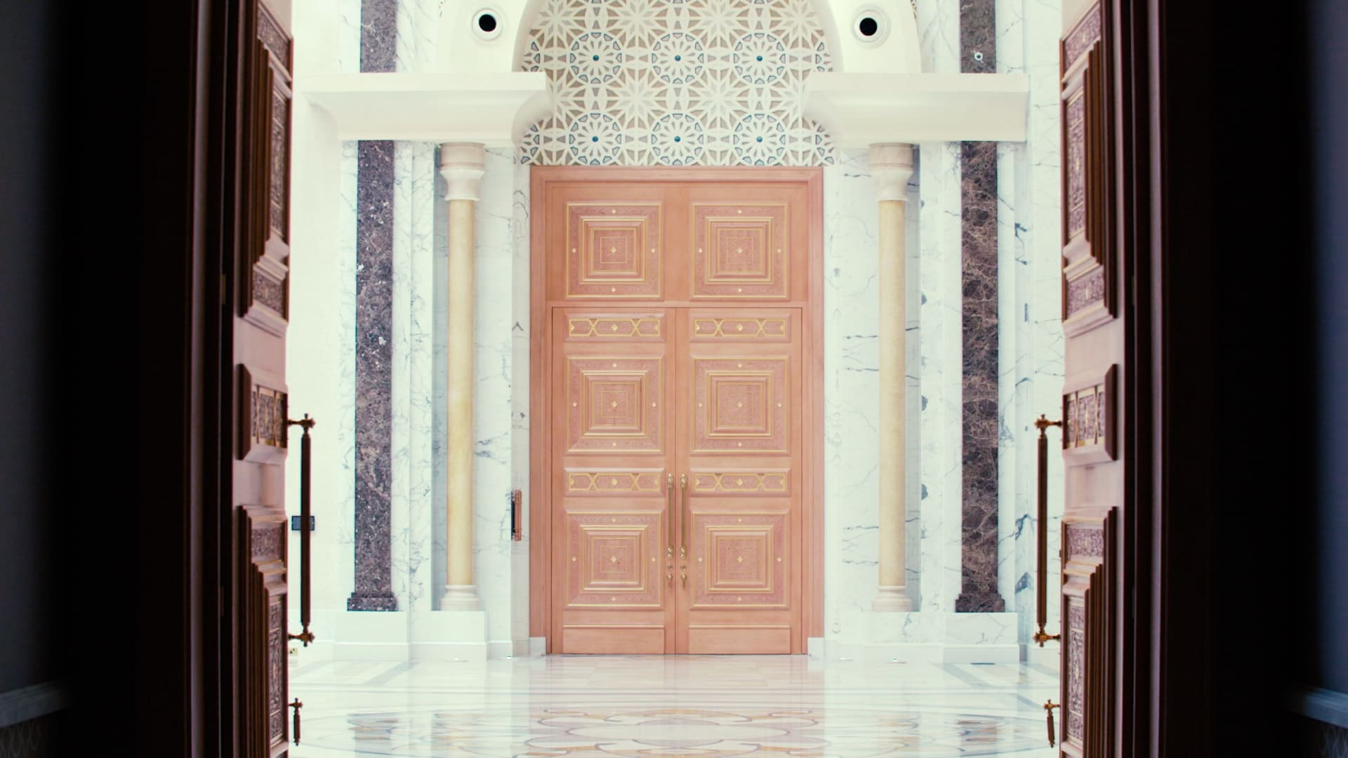 جولة بصرية داخل القصر الرئاسي في أبوظبي.. فكيف يبدو؟