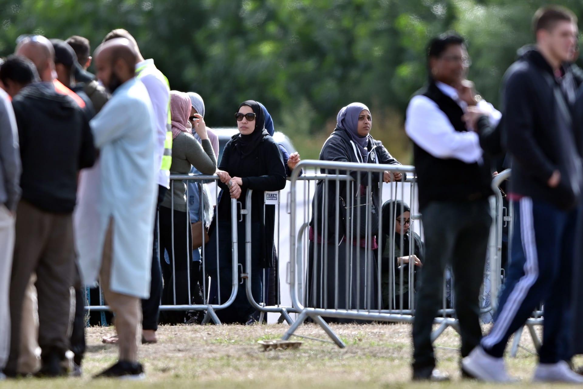 """شركة أمنية في دبي تطرد موظفا تعاطف مع """"مجزرة المسجدين"""" وتحوله للقضاء"""