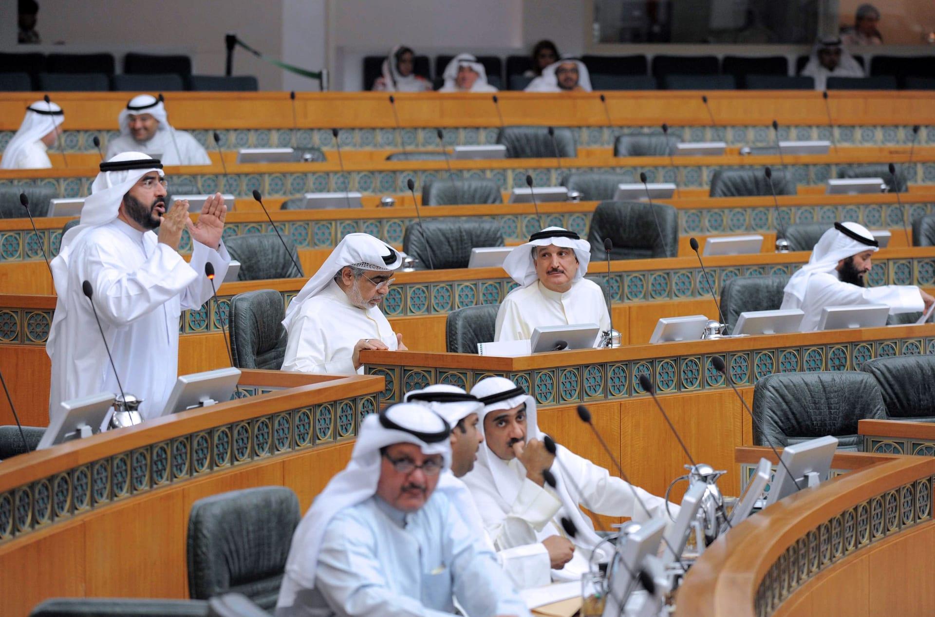 البرلمان الكویتي يرفض إقالة وزير التجارة.. ويكلف لجنة بالتحقيق