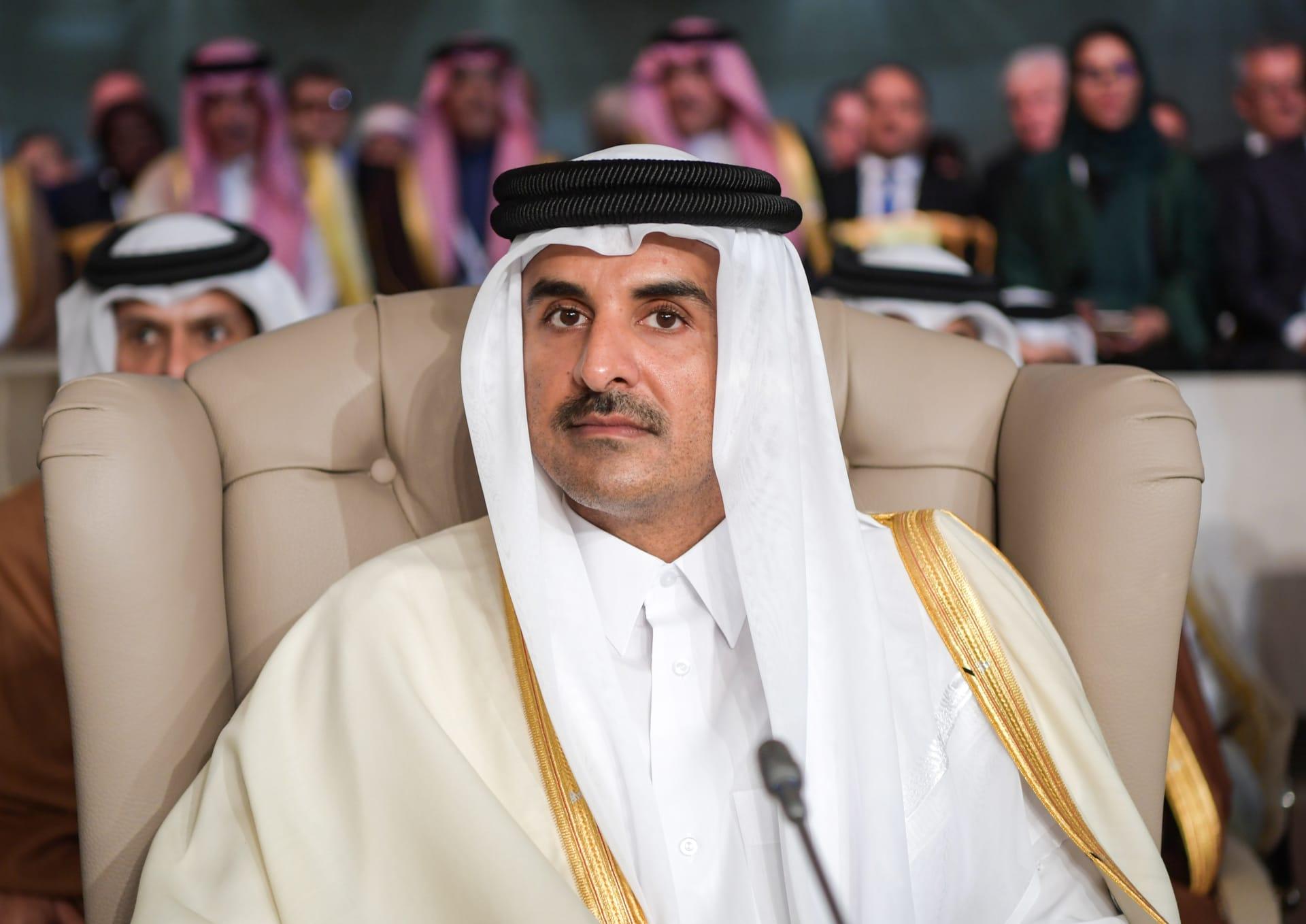 أمير قطر يغادر تونس دون أن يلقي كلمته في القمة العربية