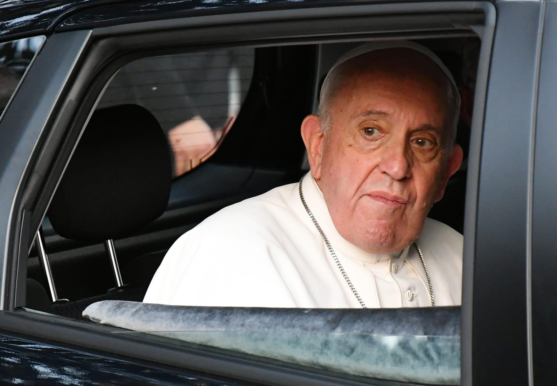 ماذا أراد الشاب الذي حاول الوصول لموكب ملك المغرب والبابا فرنسيس؟