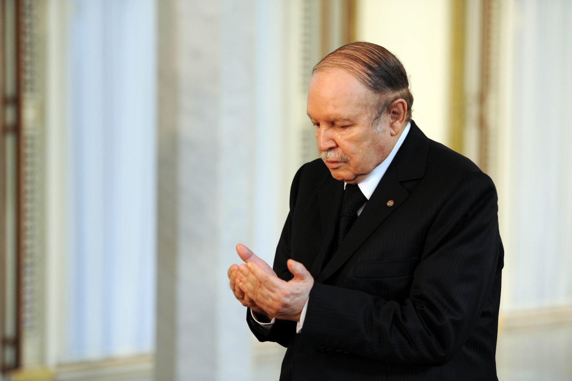"""بعد إعلان استقالته.. بوتفليقة يطلب """"المسامحة"""" من الجزائريين في رسالة الوداع"""