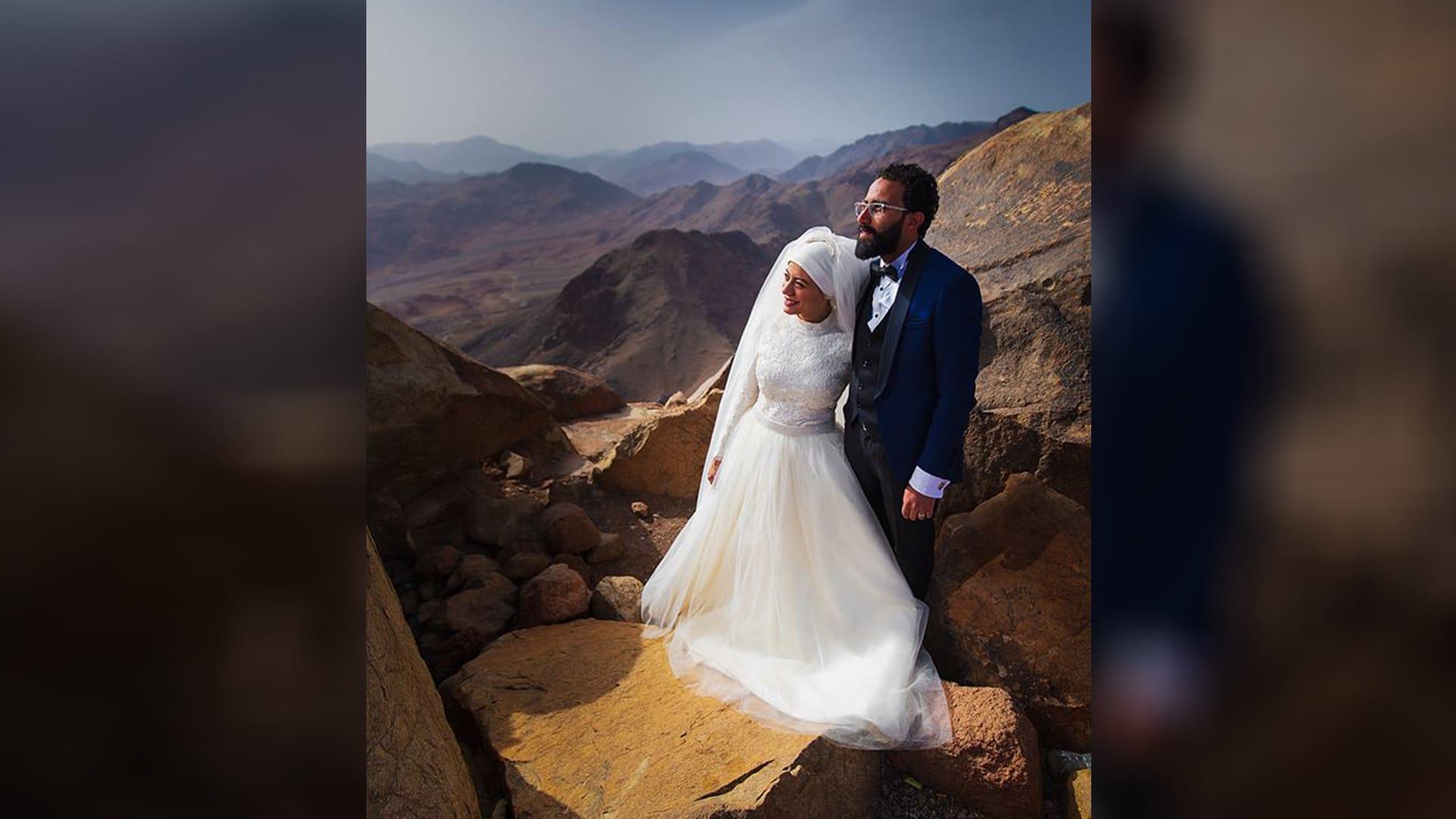 كيف استطاعت هذه المصرية ارتداء فستان زفافها على جبل موسى؟