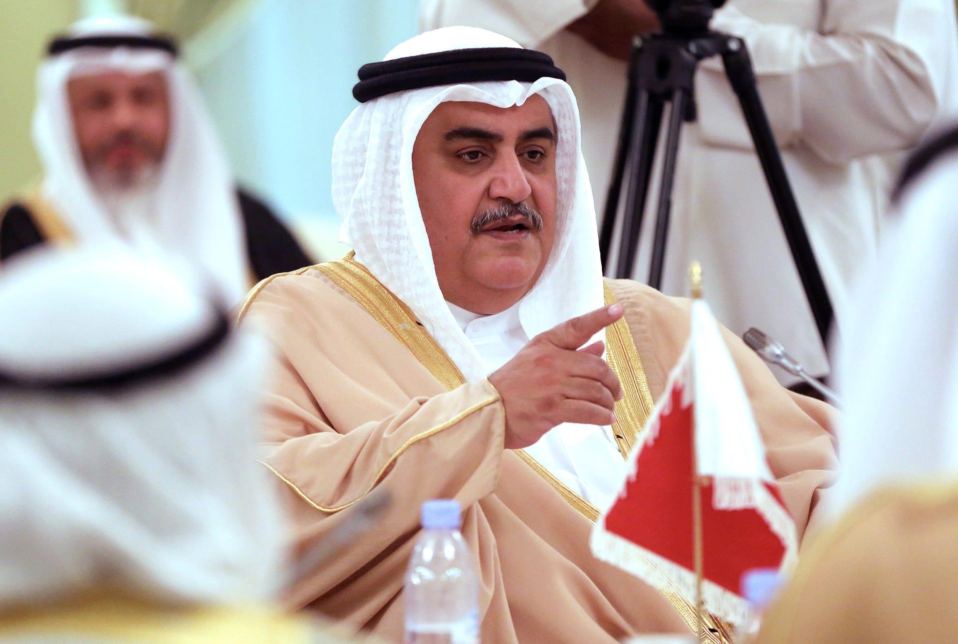 وزير خارجية البحرين يستنكر الهجوم على نقطة أمنية شرقي السعودية