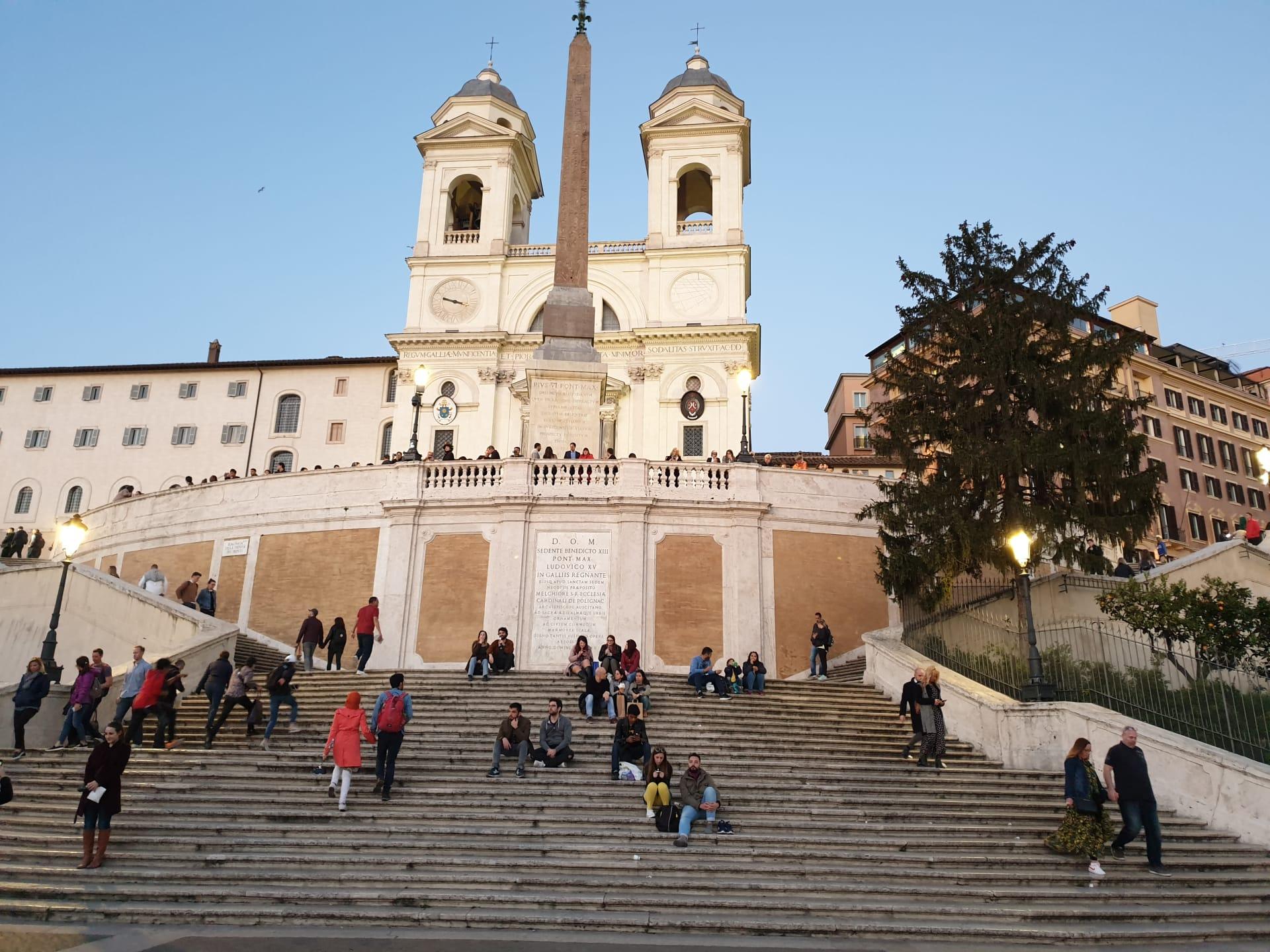 أجمل الأماكن التي يمكنك زيارتها في روما - السلالم الاسبانية