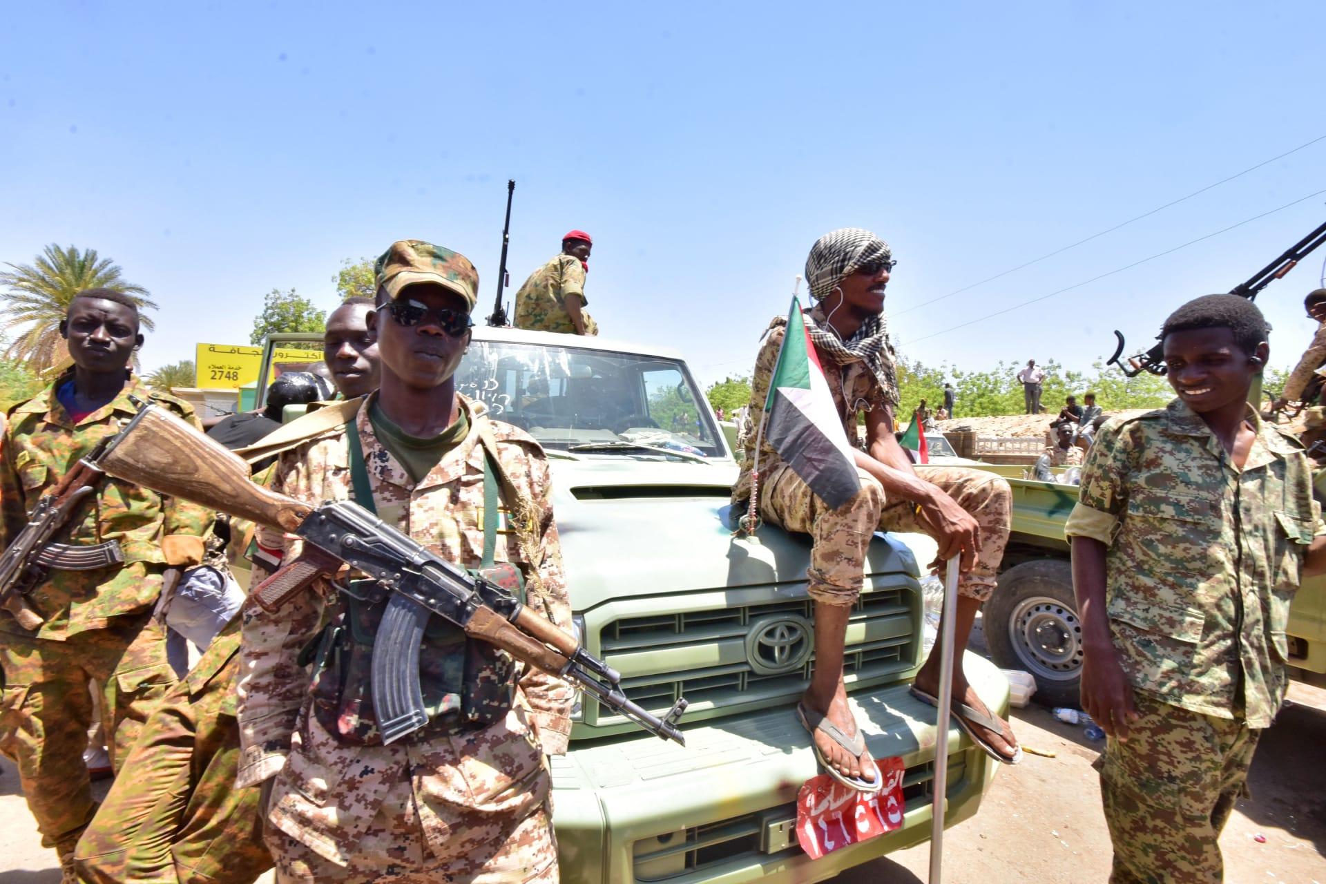 المجلس العسكري السوداني يوضح موقفه من حرب اليمن.. واتصال بين الملك سلمان والبرهان