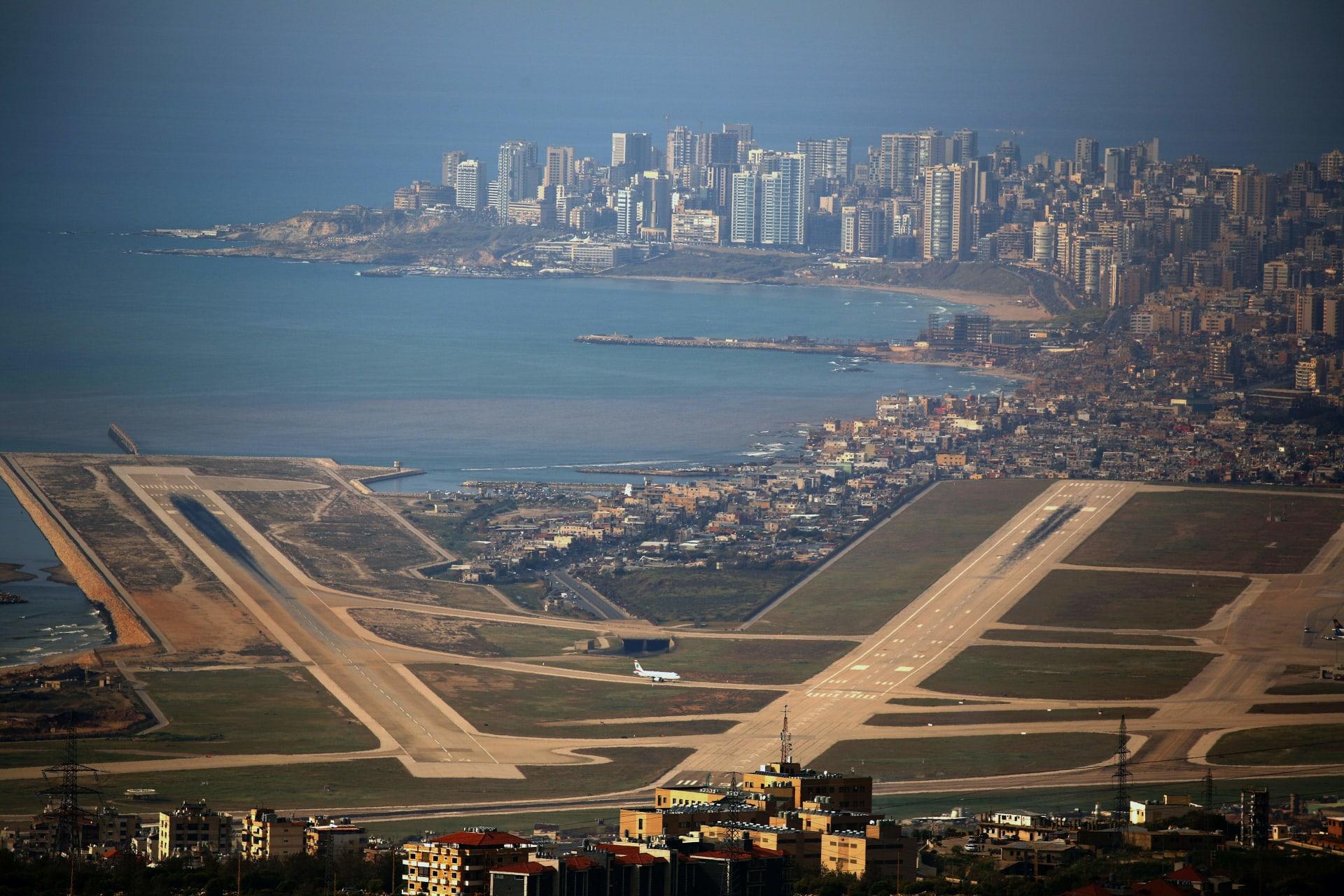 """طائرة كويتية ترتطم بـ""""كتلة ثلجية"""" خلال رحلتها إلى لبنان"""