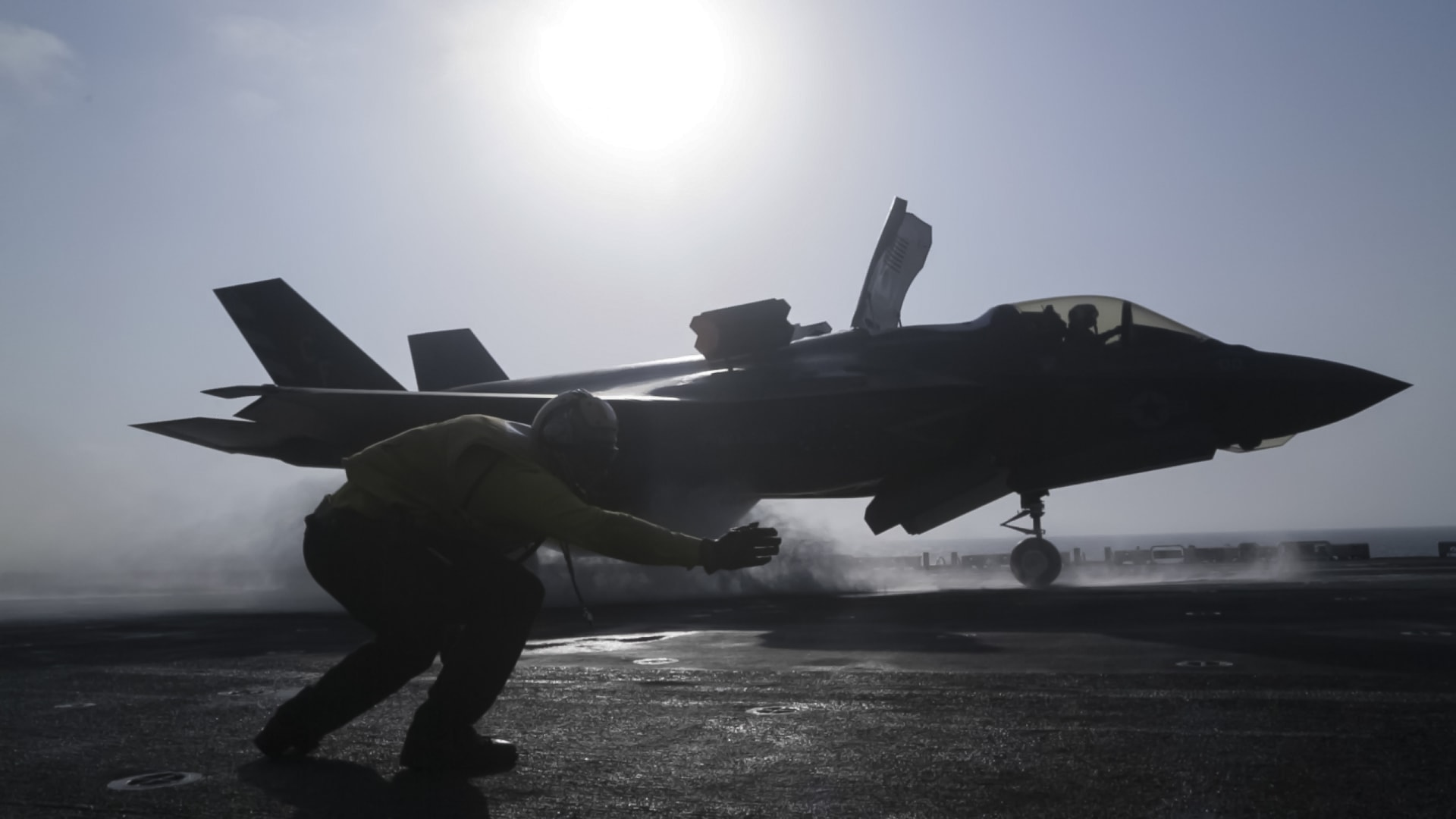 بطائرة مسيرة.. الحرس الثوري الإيراني يرصد تحركات الجيش الأمريكي في الخليج