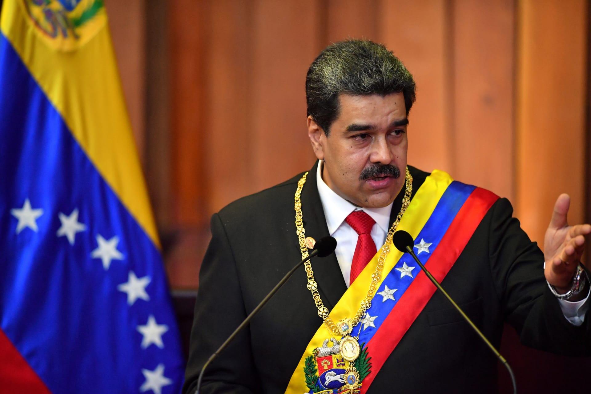 هل حاول الرئيس الفنزويلي مادورو الفرار من فنزويلا إلى كوبا؟
