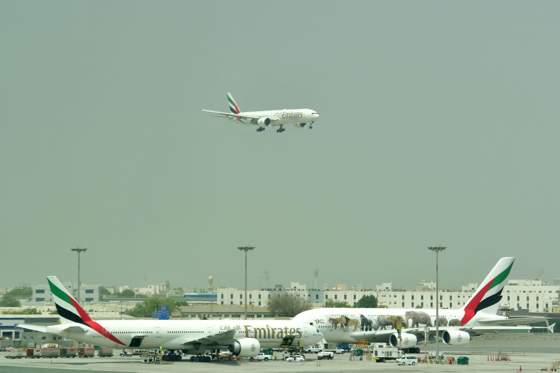حكومة دبي: عمليات مطار دبي مستمرة بعد تأخير بسيط بسبب حادث طائرة صغيرة