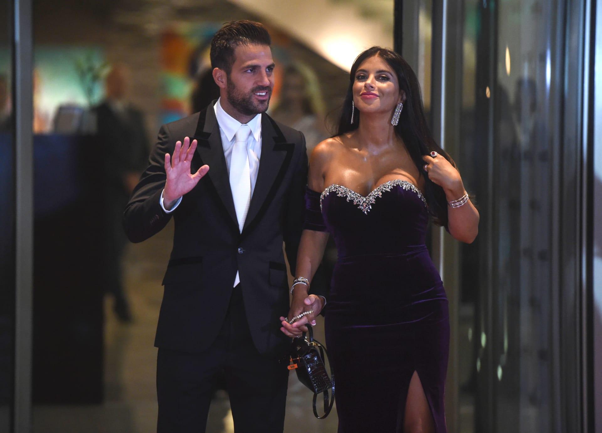 """فابريغاس ينشر صورة مع قصي خولي: أتمنى أن ينتهي """"5 ونص"""" لأستعيد اهتمام زوجتي"""