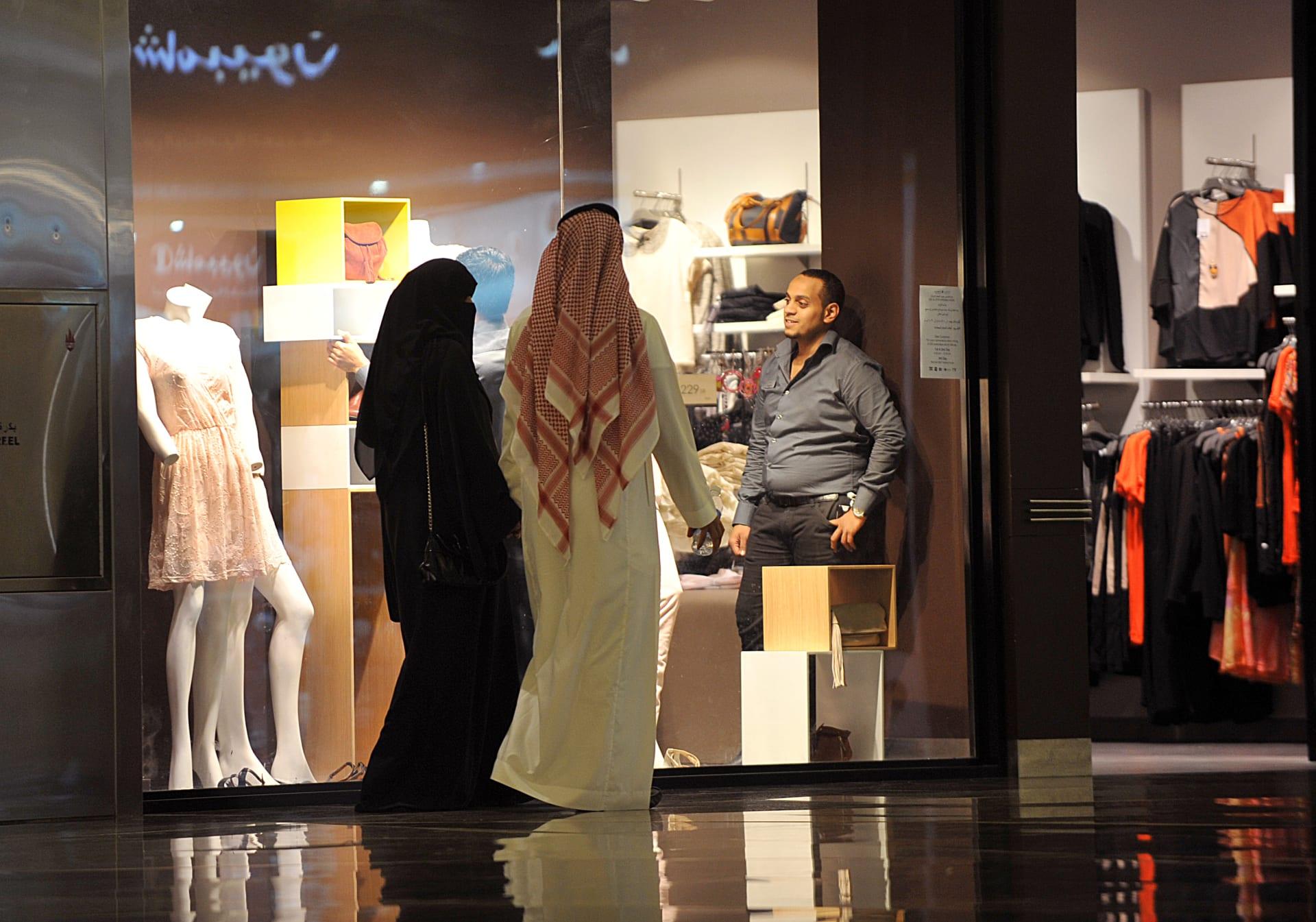 """رغم تجاوز الموعد.. الداخلية السعودية تنفي بدء العمل بلائحة """"الذوق العام"""""""