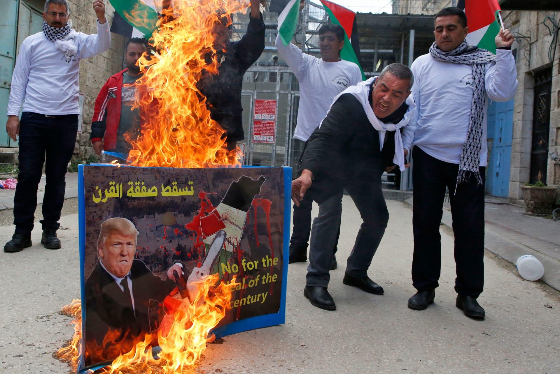 أبومازن يرفض مؤتمر البحرين: قضيتنا سياسية وصفقة العار ستذهب للجحيم