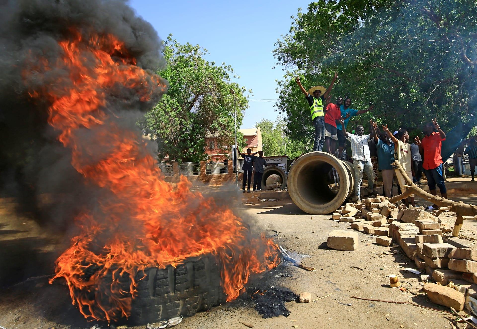 مقتل اثنين على الأقل في فض اعتصام القيادة العامة في السودان