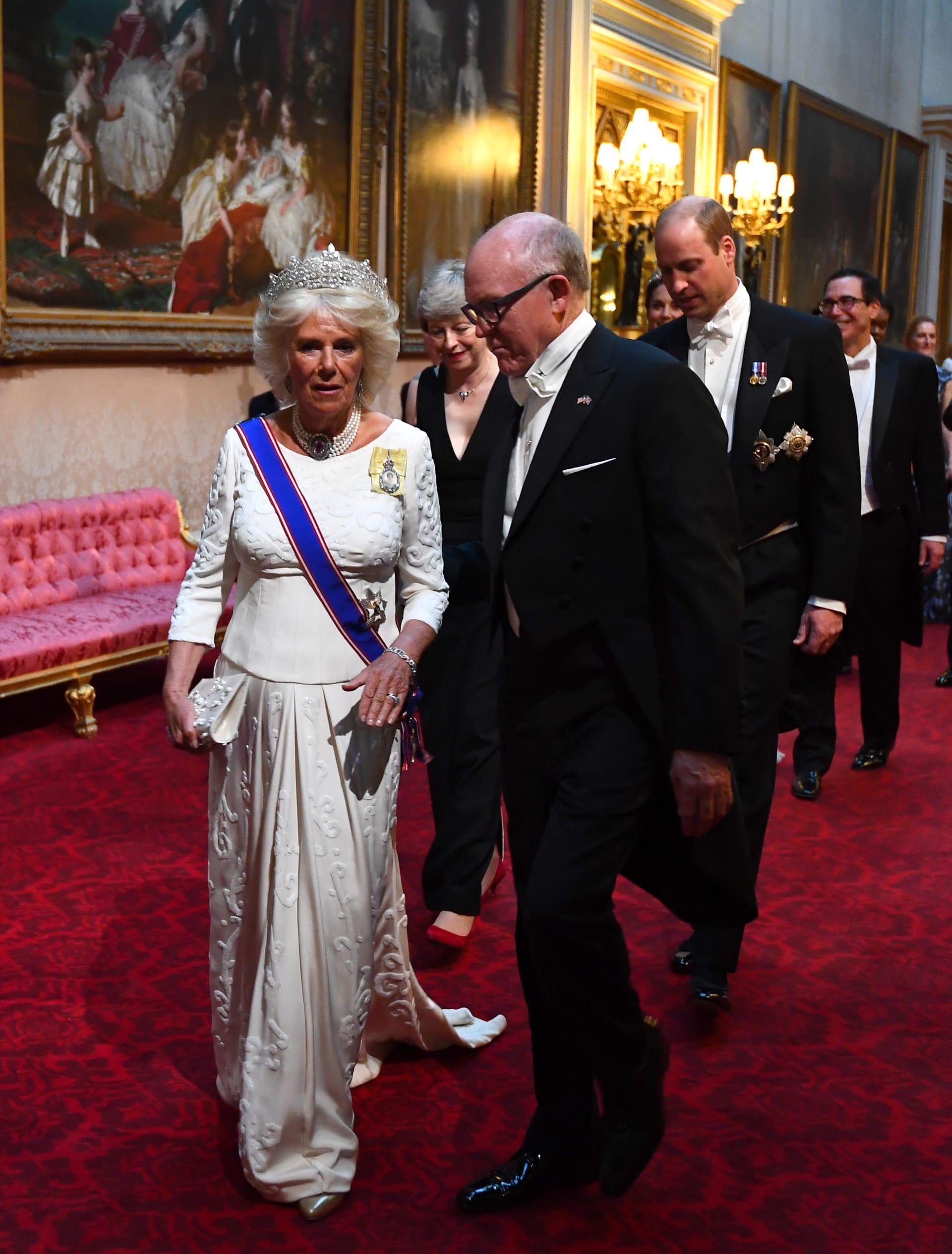 من ميلانيا ترامب إلى كيت ميدلتون.. اللون الأبيض يهيمن على المأدبة الملكية بقصر باكنغهام
