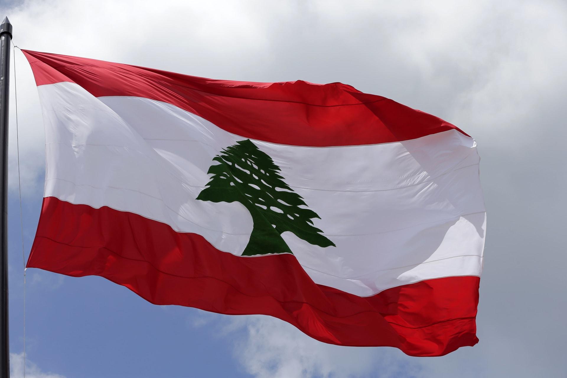 """لبنان.. قتيل وجرحى بإطلاق نار على موكب وزير وتحذيرات من """"فتنة الدم"""""""